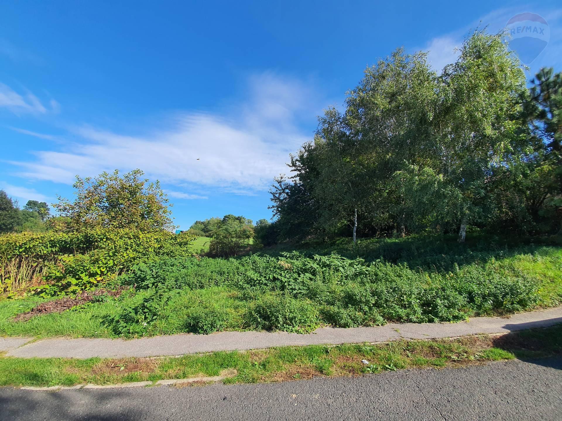 Predávame stavebný pozemok 598 m² v obci Iňa