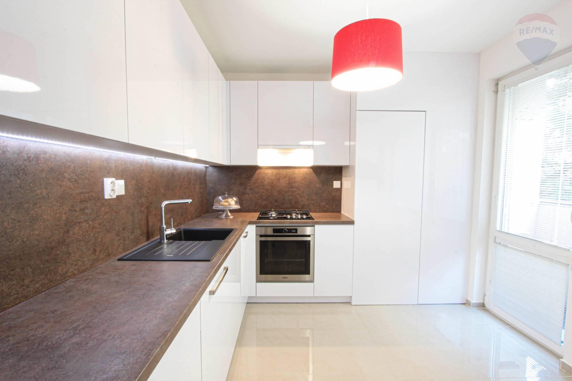Na predaj veľký 3 izbový byt s dvoma lodžiami Nitra Čermáň