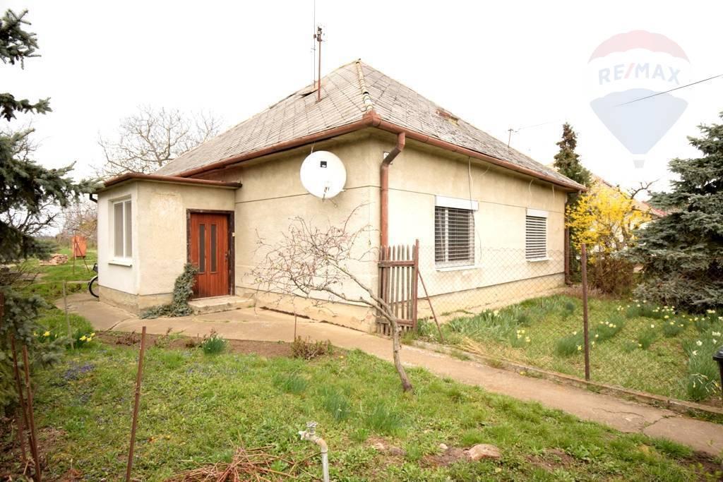 Predaj  4 izb. rodinný dom na 933 m2 pozemku v obci Veľká dolina.
