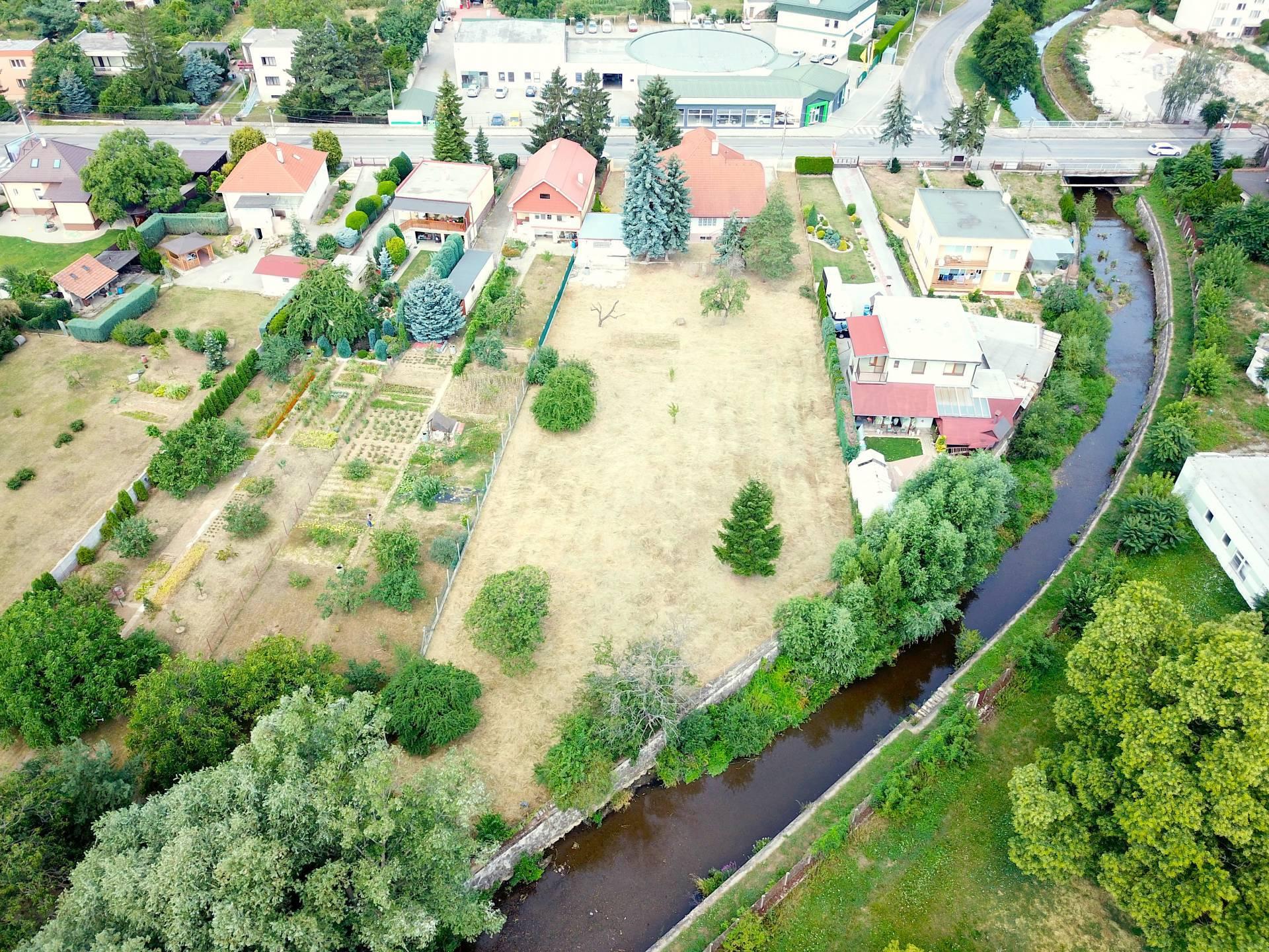 Na predaj - exkluzívny stavebný pozemok blízko centra mesta Topoľčany