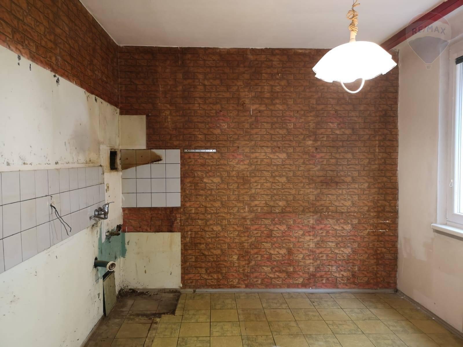 Predaj bytu (2 izbový) 60 m2, Šurany - predaj 2-izbový byt Šurany