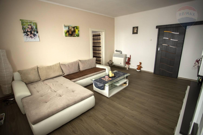 PREDÁM - 3 izbový byt, Topoľčany, ul.Dr,Adámiho