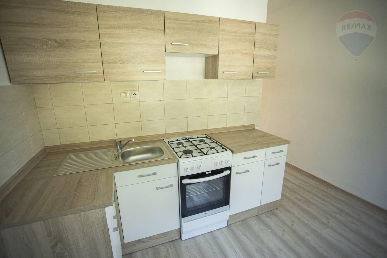 Na predaj 2 izbový tehlový byt centre mesta Topoľčany