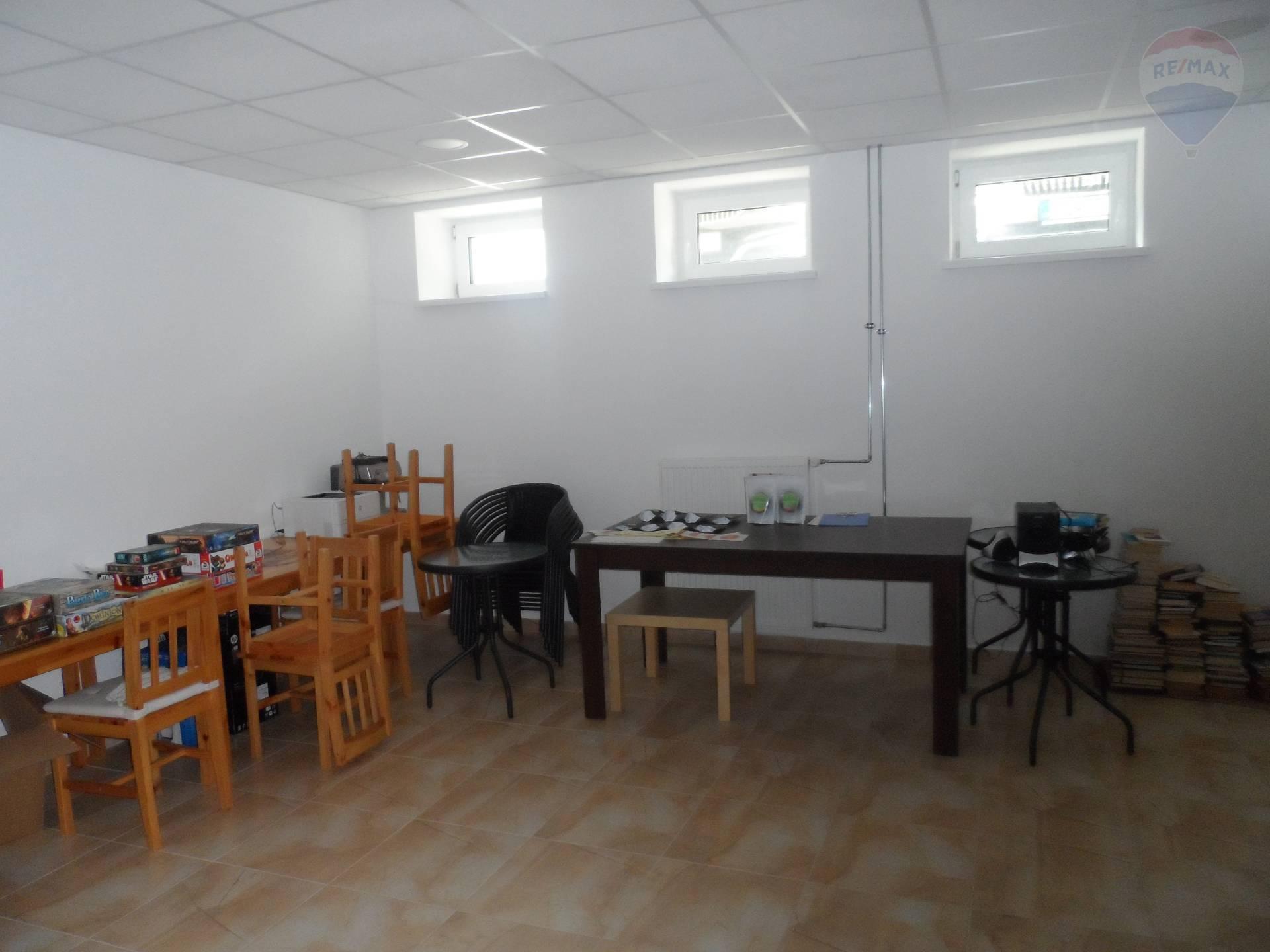 a7d68555276af ... Prenájom komerčného priestoru 110 m2, Topoľčany - Realitná kancelária  RE/MAX ponúka na prenájom ...