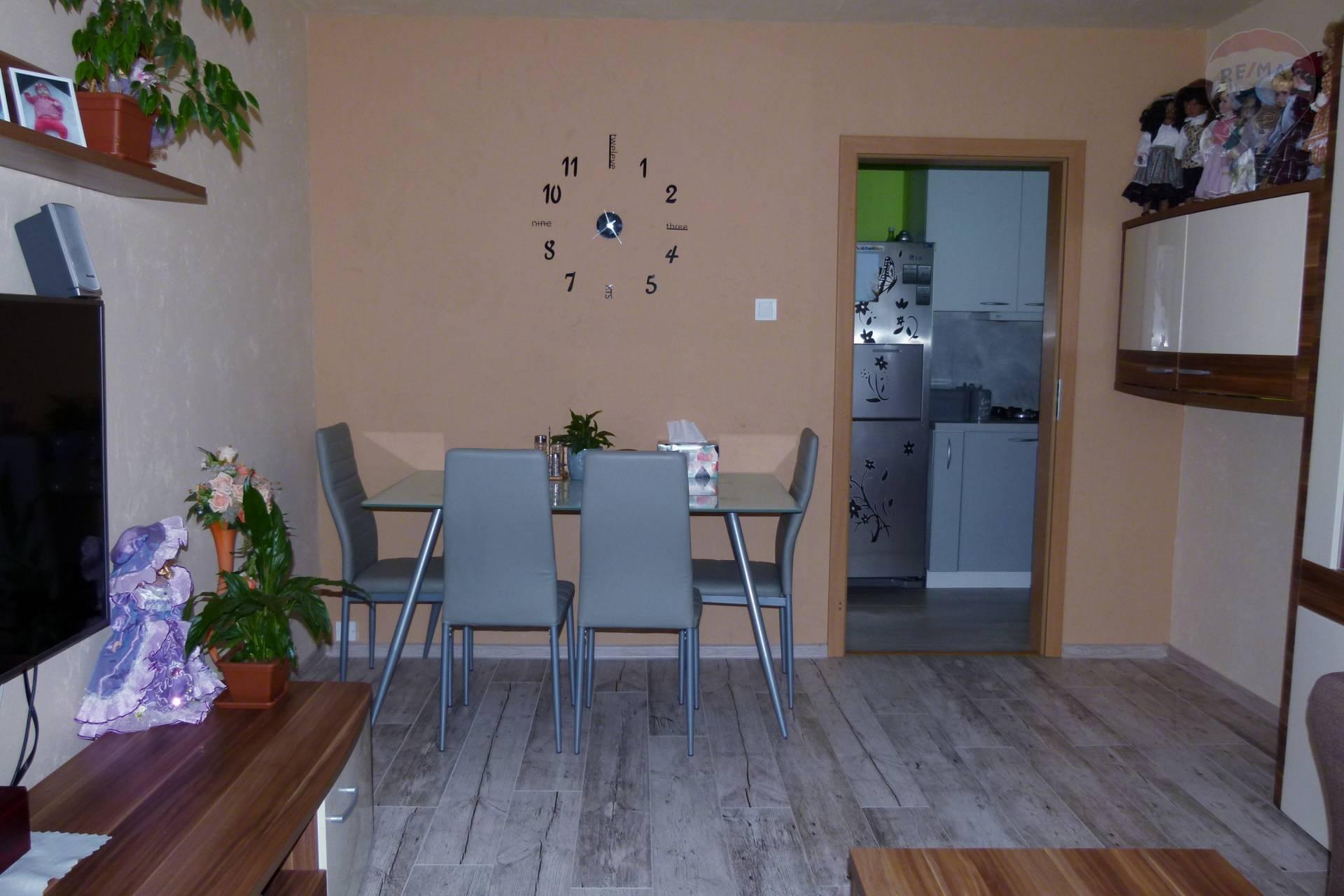 PREDÁM - 2 izbový byt, Topoľčany, 2x balkón, JUH,