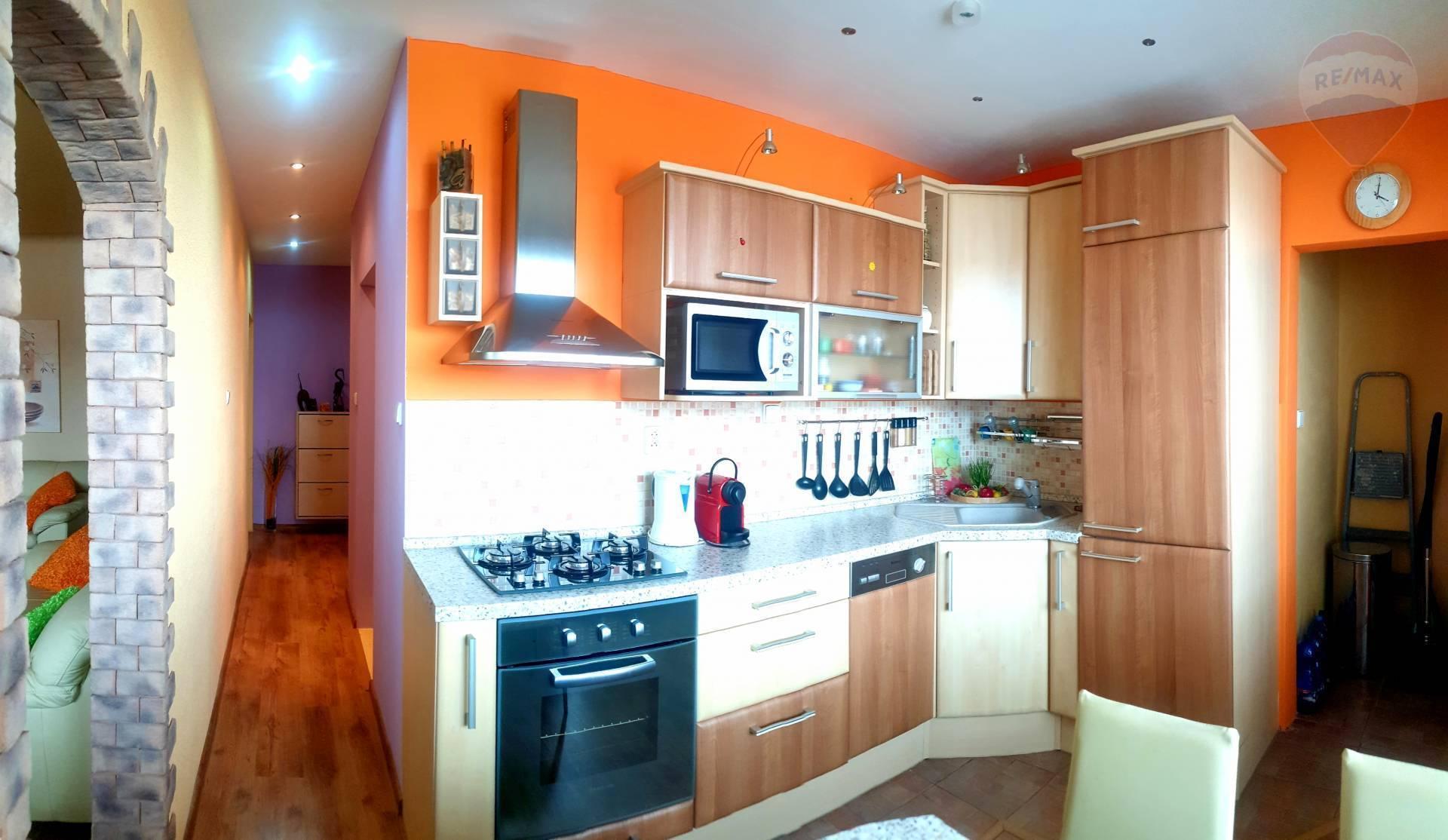 Predám 2 izbový byt, Bošany, balkón, komplet rekonštrukcia