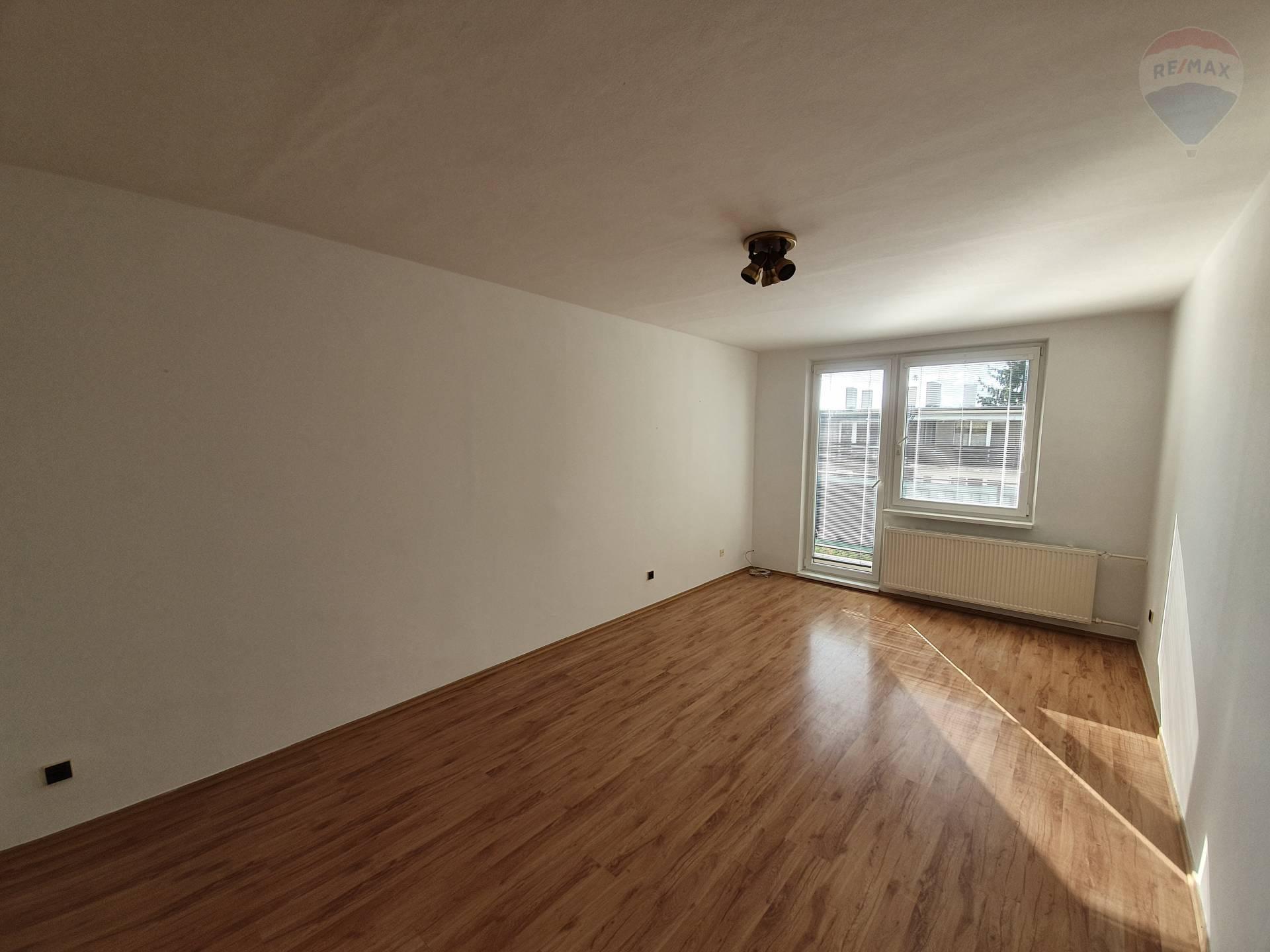 Predaj bytu (3 izbový) 83 m2, Topoľčany - predaj 3-izbový byt s garážou Topoľčany