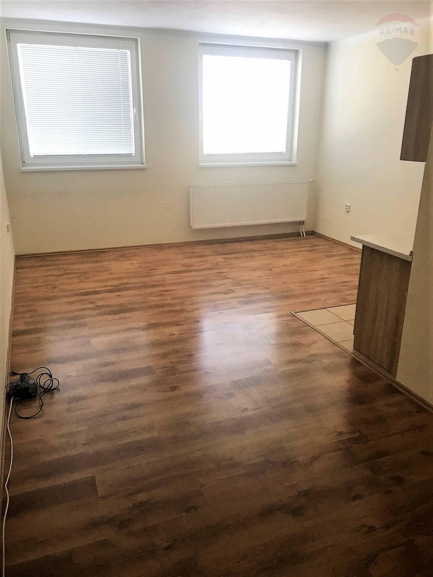 Prenájom bytu (garsónka) 21 m2, Tovarníky -