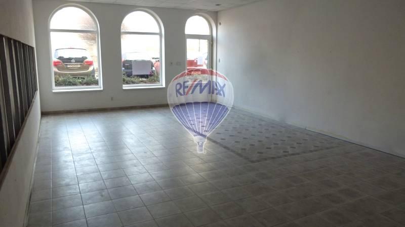 Prenájom komerčného priestoru 84 m2, Topoľčany -