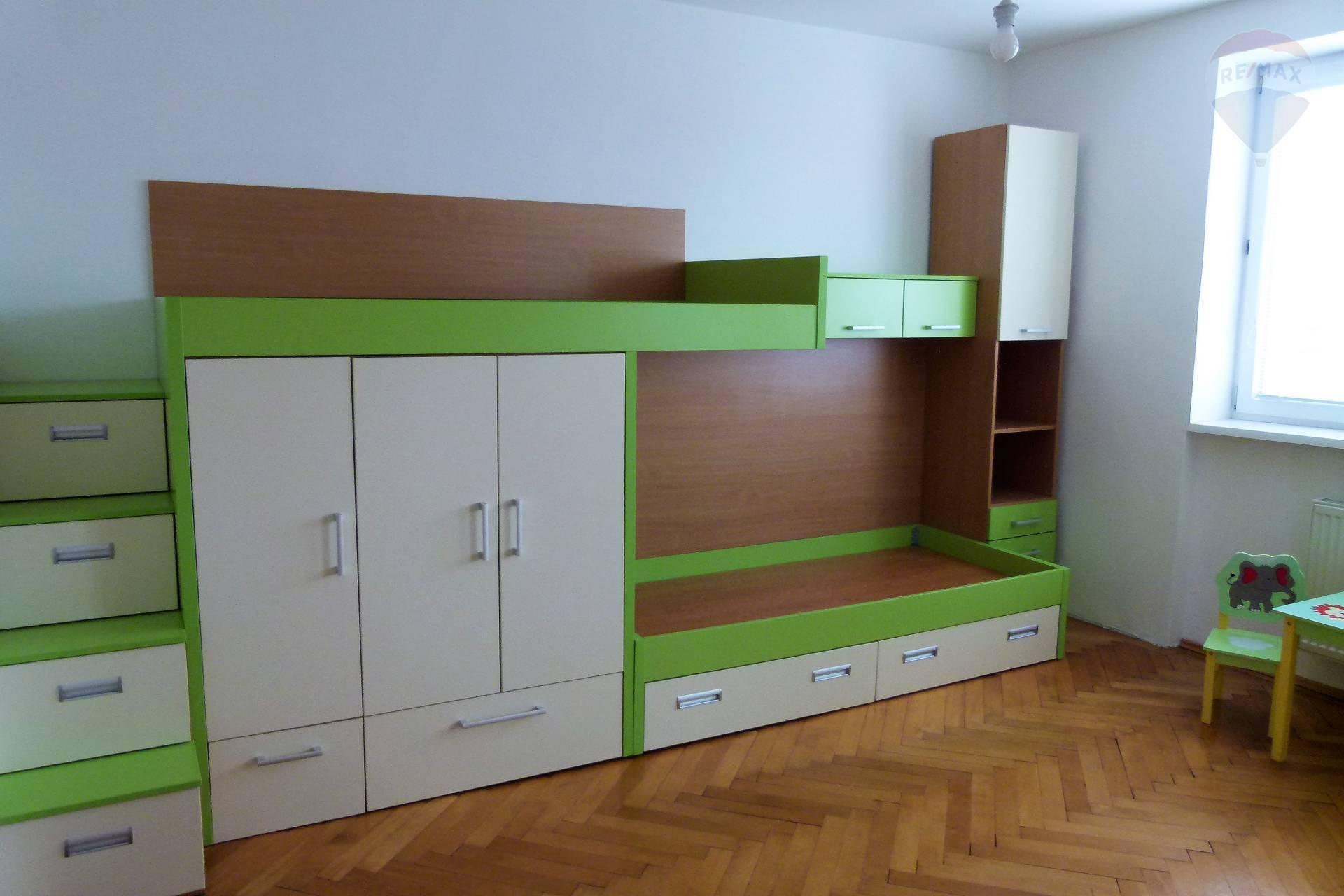 Prenájom bytu (3 izbový) 95 m2, Topoľčany - detská izba