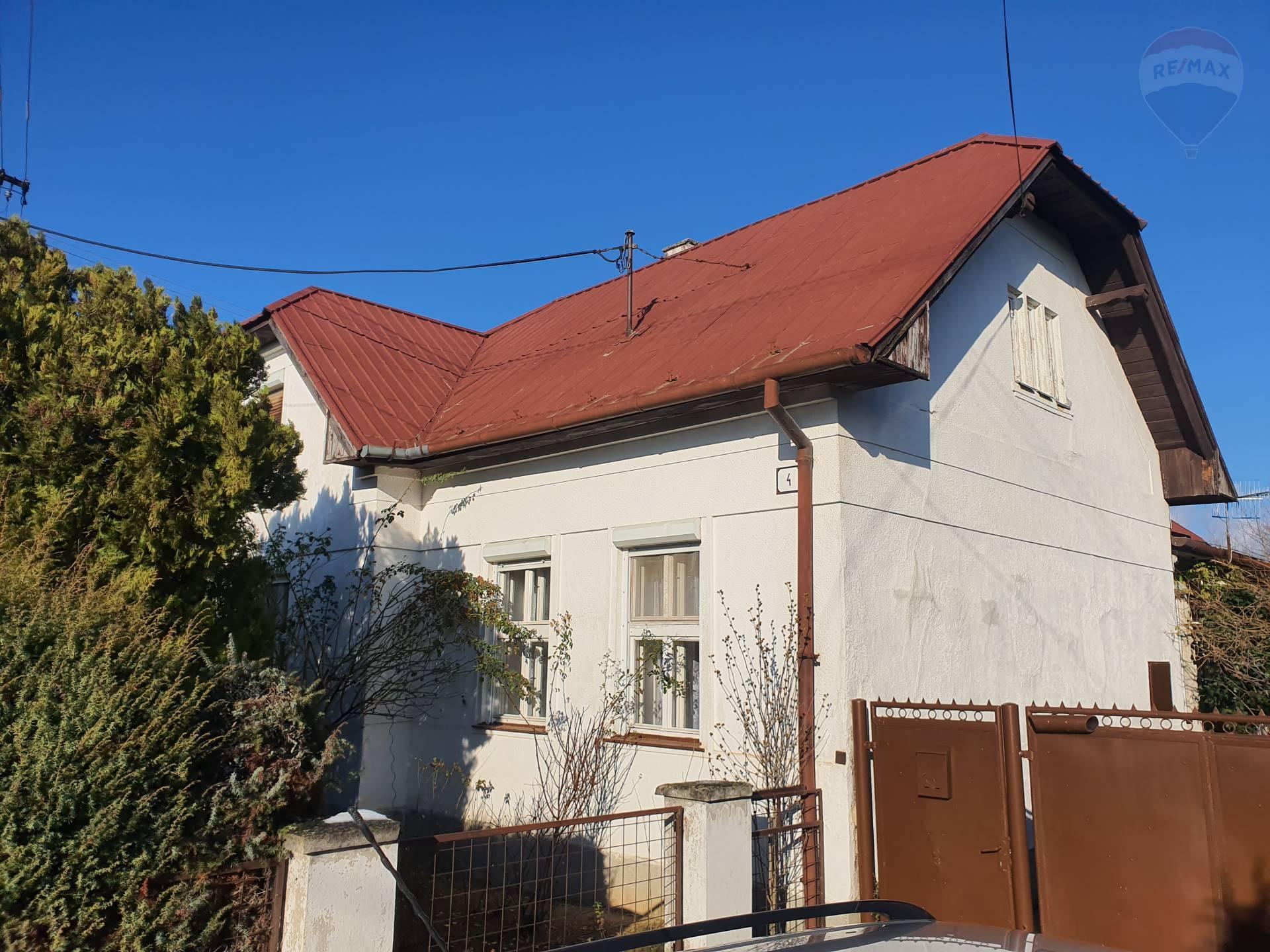 PREDÁM - rodinný dom v obci LIBICHAVA na pozemku 1.591 m2 + záhrada 5.000 m2,