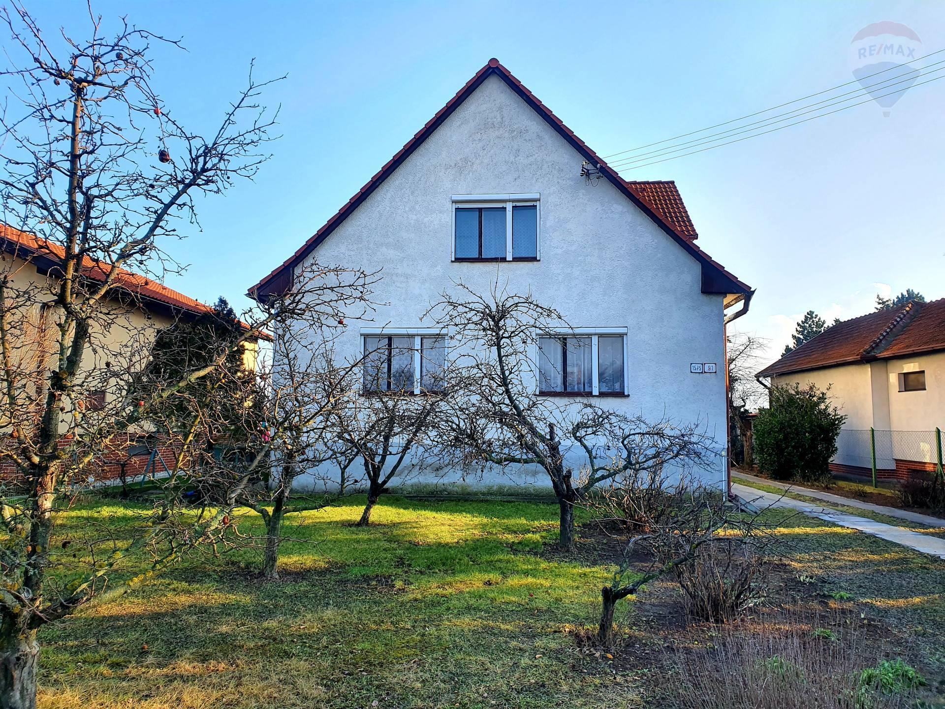 Rodinný dom Topoľčany, veľký 12á pozemok, výborna lokalita