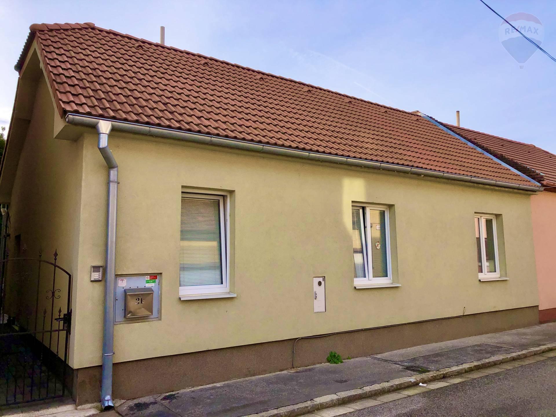 Mimoriadna investičná príležitosť - na predaj - nájomný dom - 4 byty