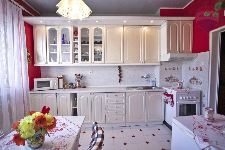 Predaj 3-izbový byt s garážou a záhradkou, Tovarníky