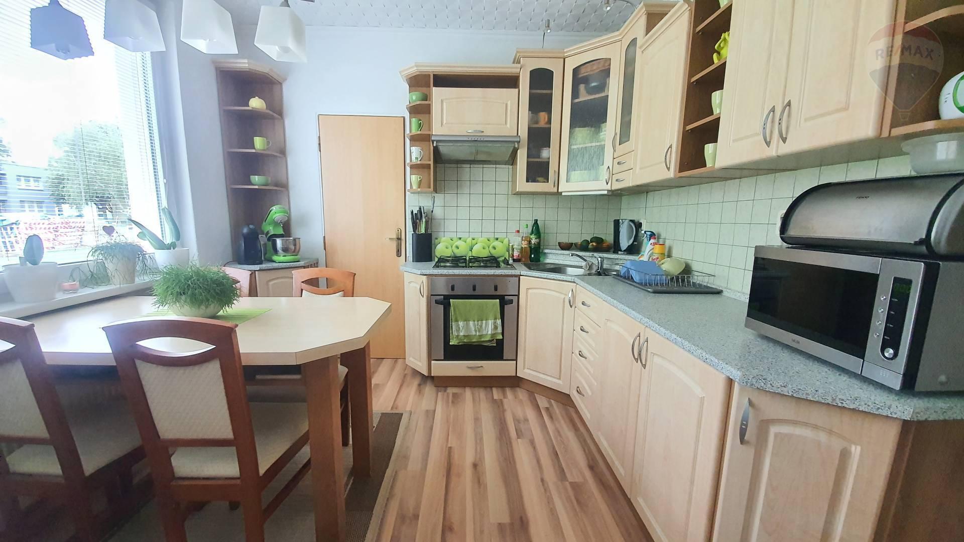 Predám - 4 izbový byt, Topoľčany, prízemie, rekonštrukcia