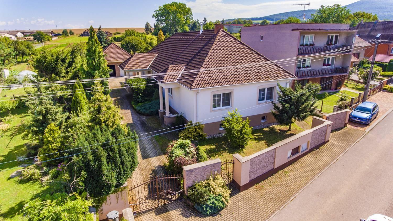 Na predaj nadštandardný, viacgeneračný rodinný dom na Krnči.