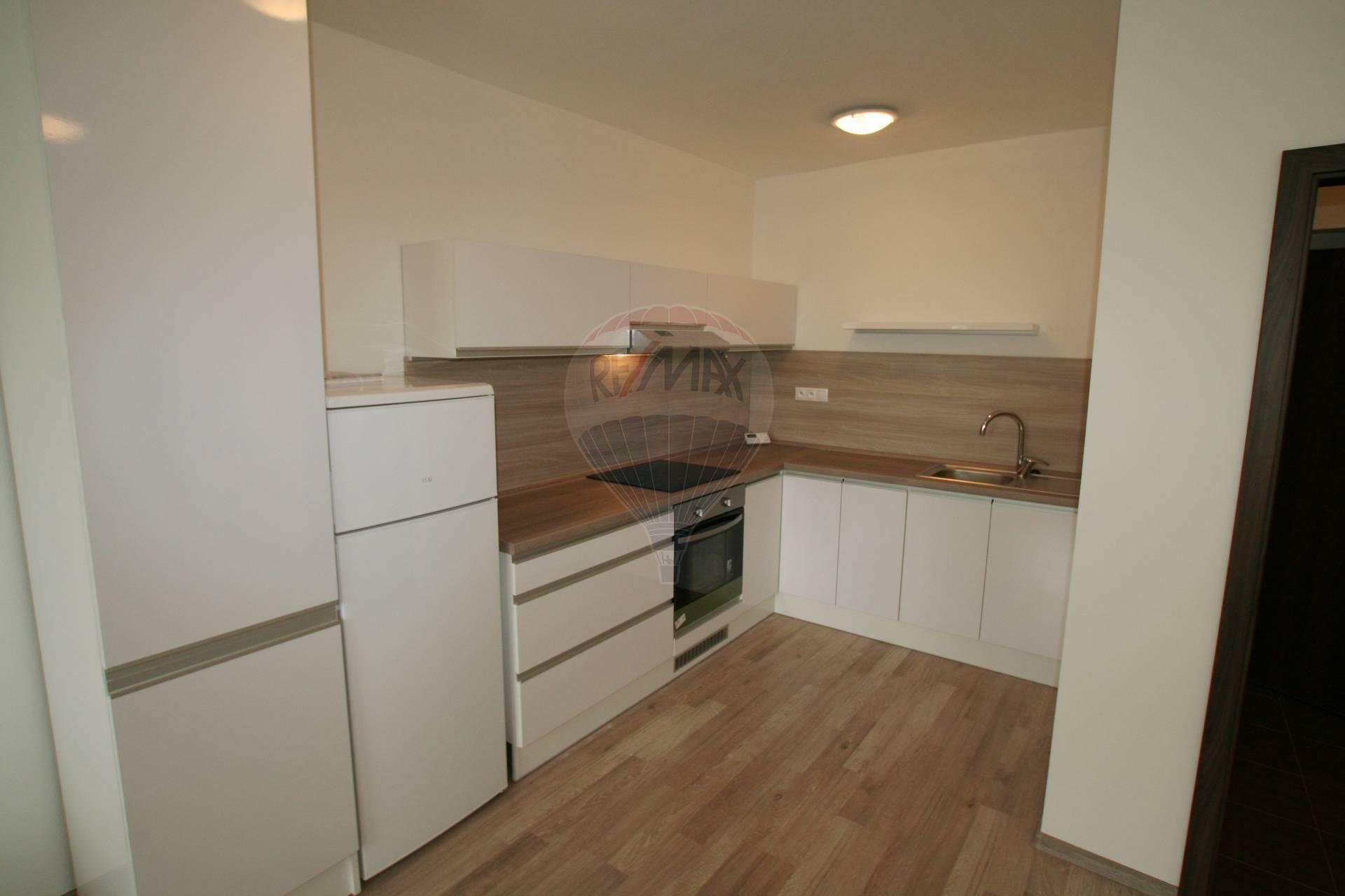 Na prenájom nový 2 izbový byt s balkónom vblízkosti kúpeľov Piešťany.