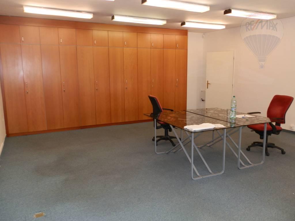 PRENÁJOM - kancelárskych priestorov - Banská Bystrica