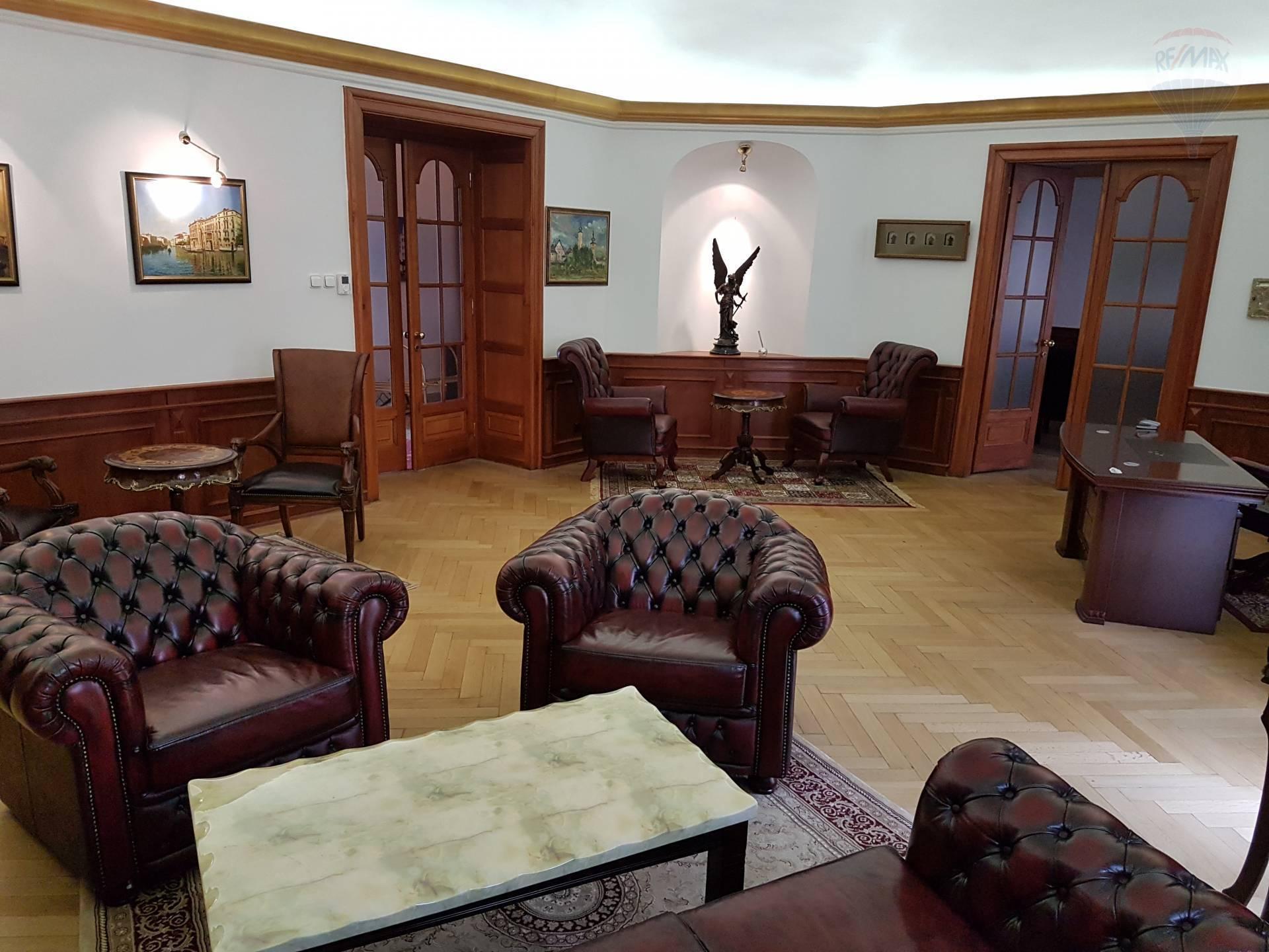 PRENÁJOM - komerčné priestory - centrum Banská Bystrica