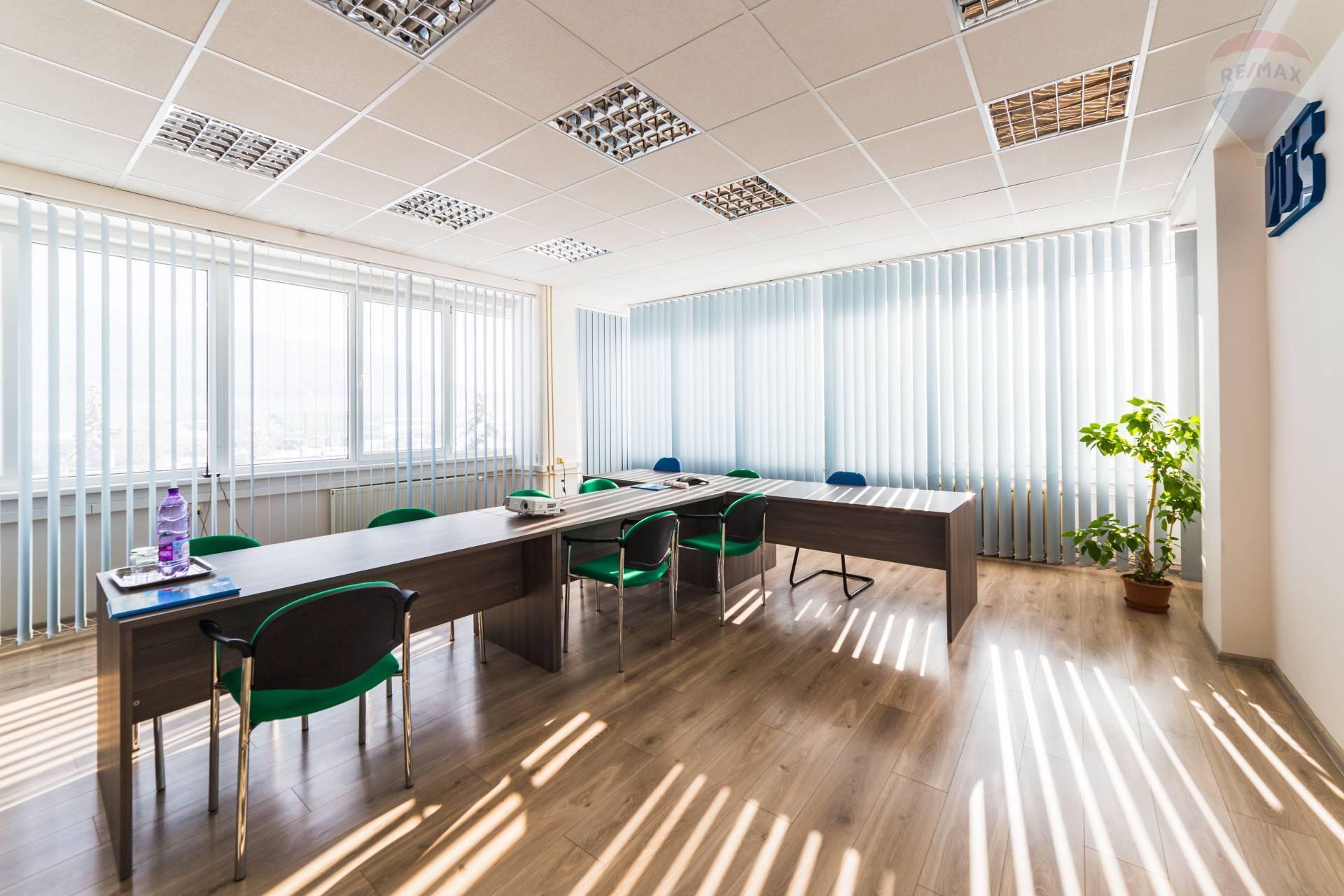 Ponúkame na prenájom kancelárske priestory na Zvolenskej ceste, 750 m2