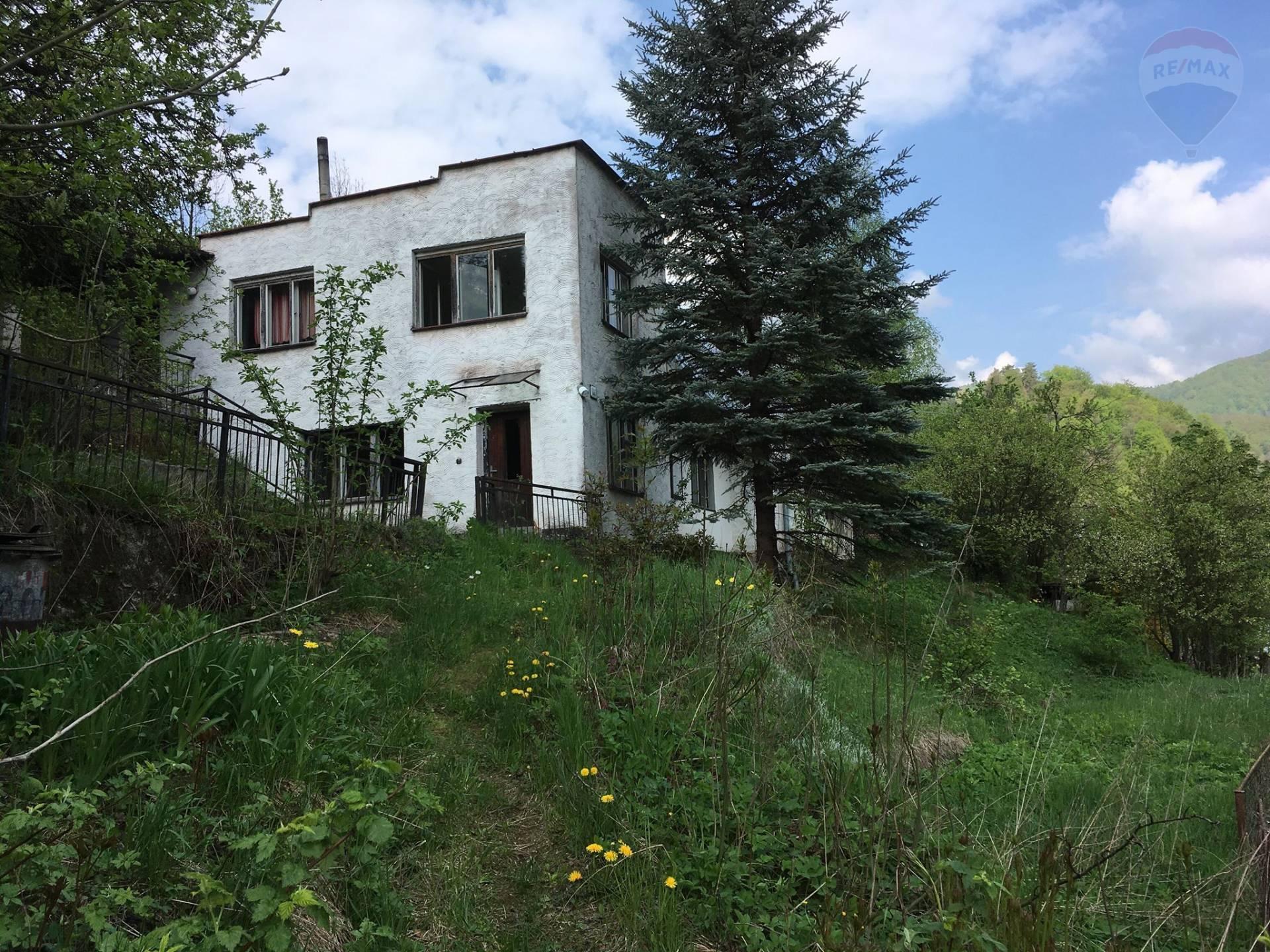 Ponúkame na predaj rodinný dom na pozemku o výmere 3968 m2 v obci Riečka