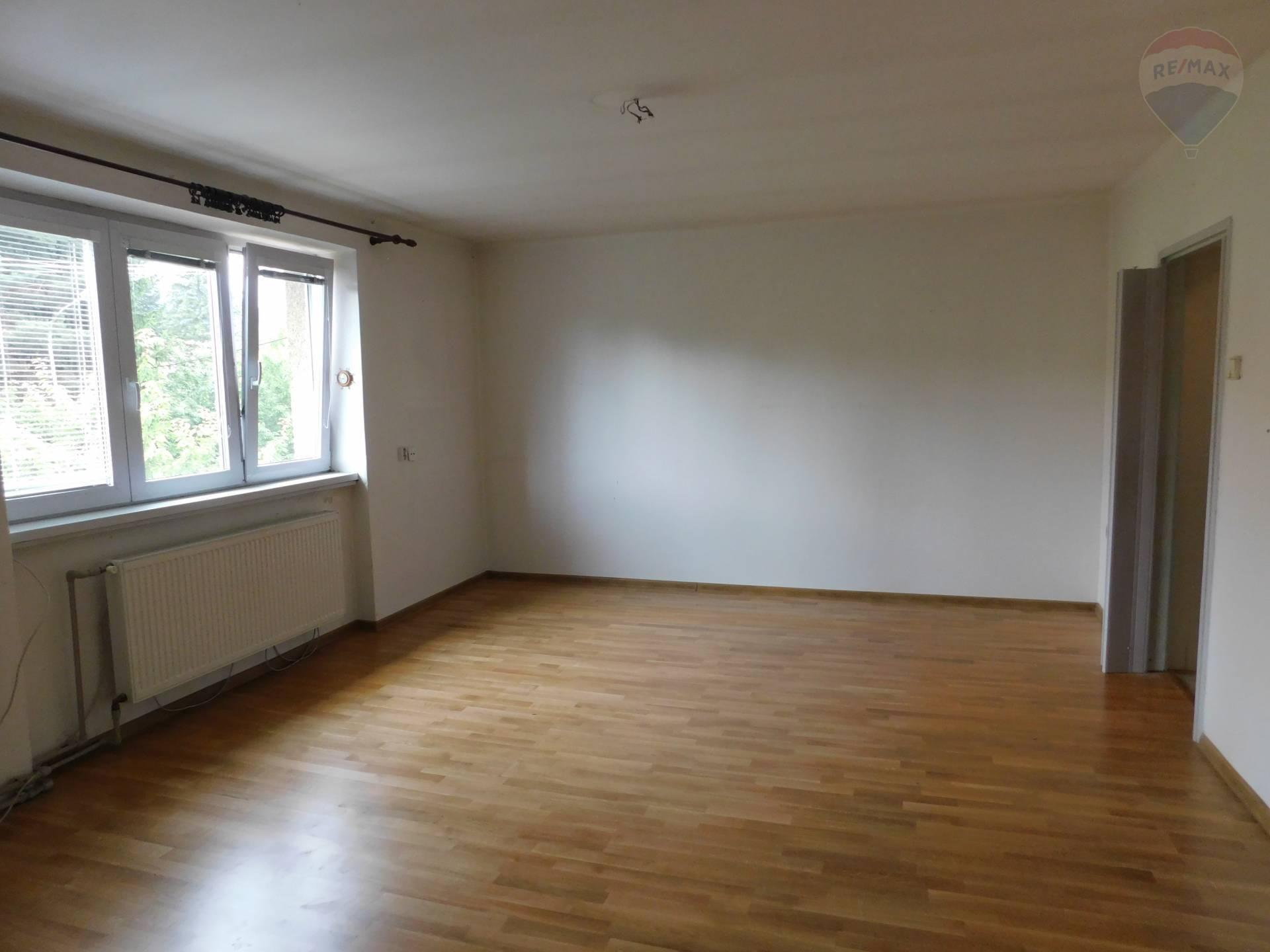 Predaj priestranného 3i bytu s garážou - Banská Bystrica