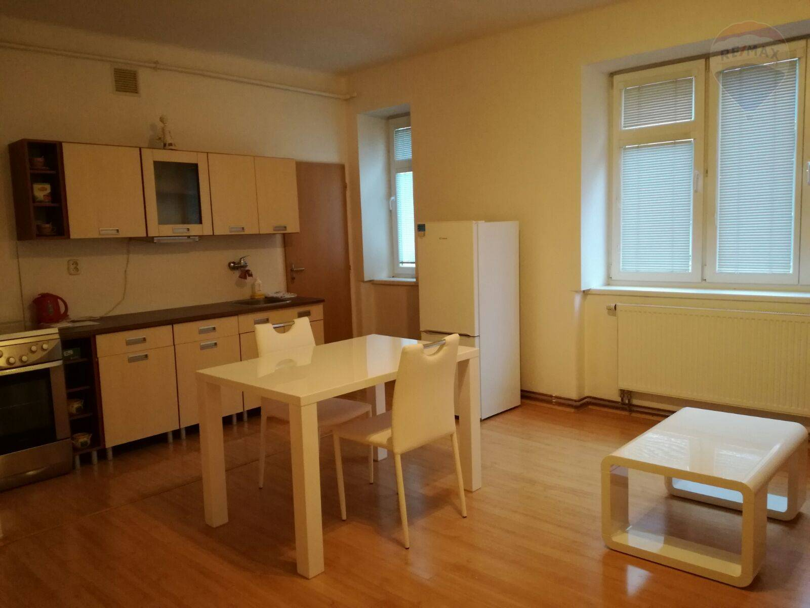 PRENÁJOM - 1 izbového tehlového bytu - centrum Banská Bystrica