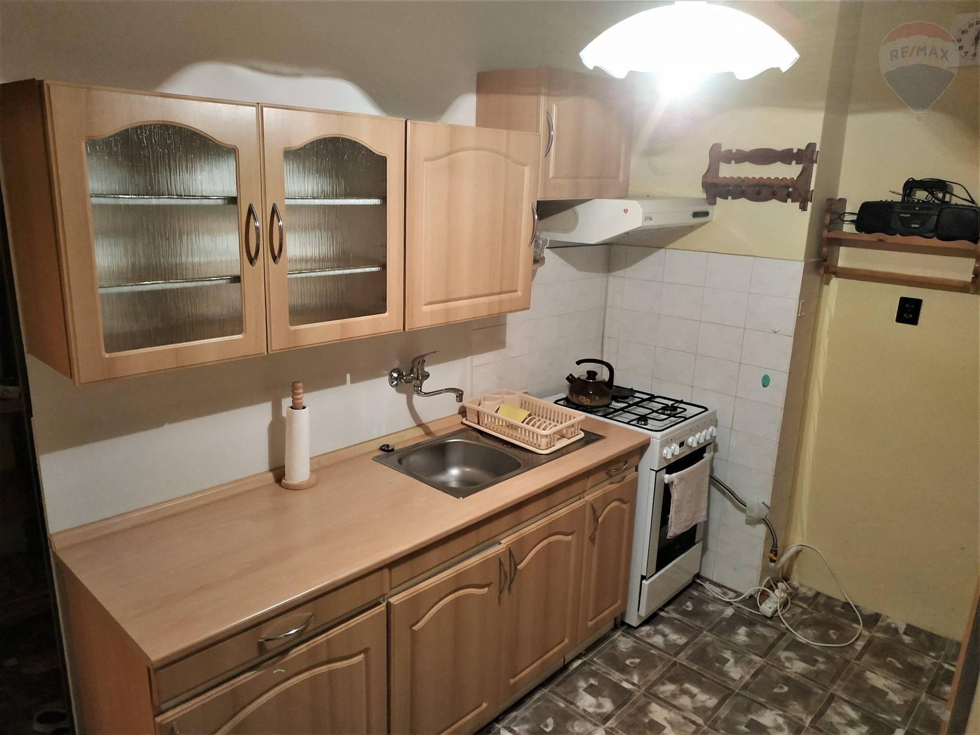 Na predaj dvojizbový byt v Závadke nad Hronom.