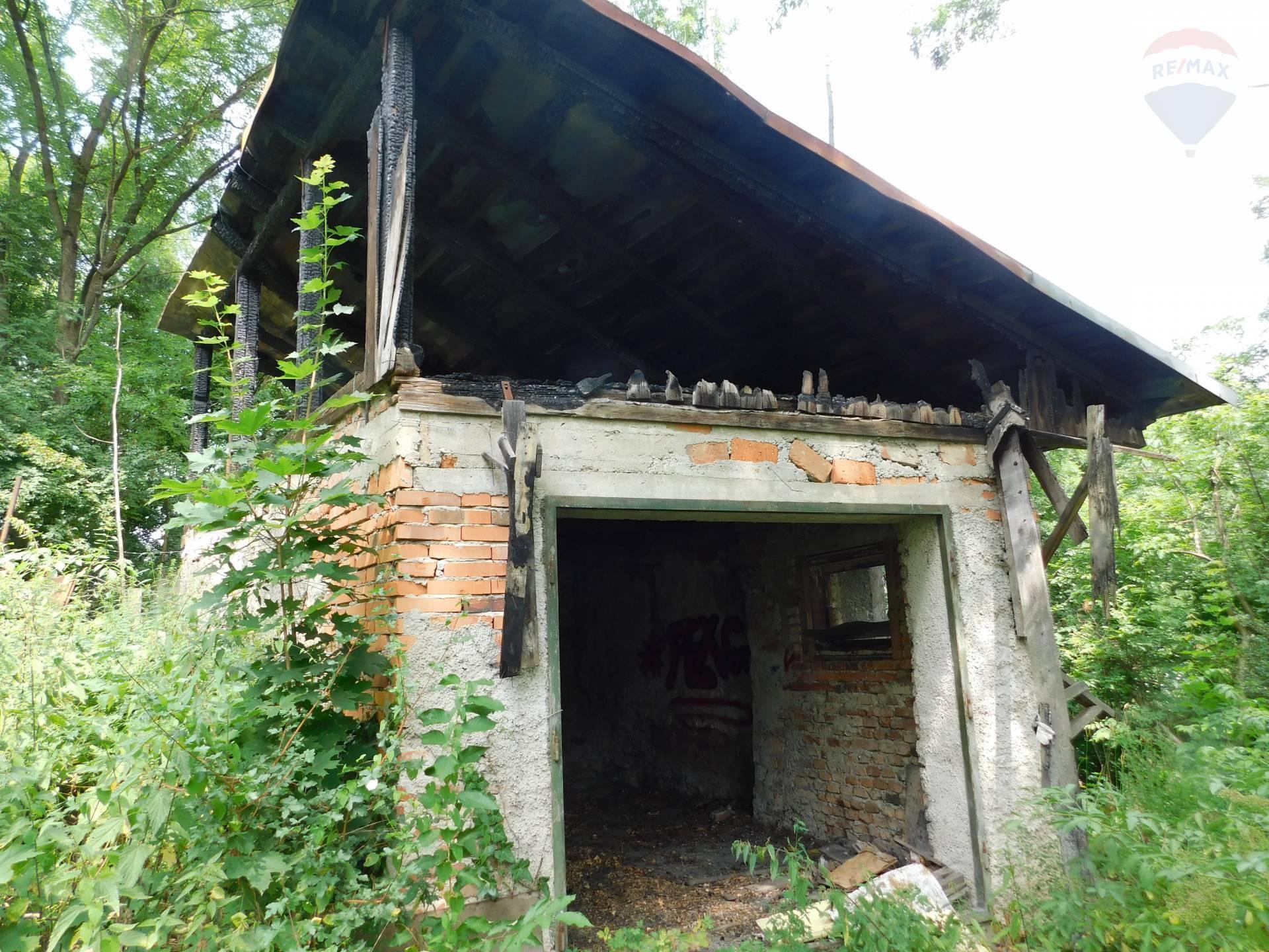 Predaj domu 400 m2, Banská Bystrica - Garáž