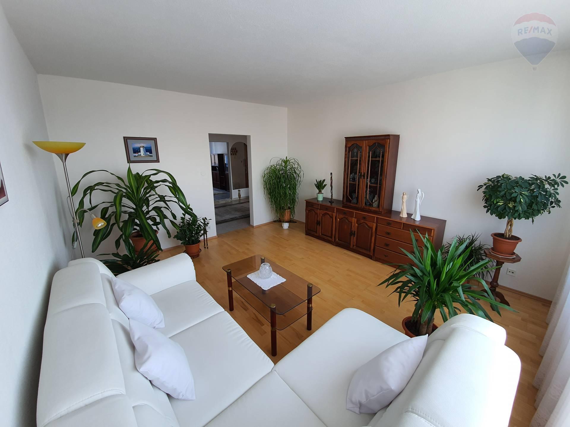 Predaj bytu (3 izbový) 63 m2, Banská Bystrica -
