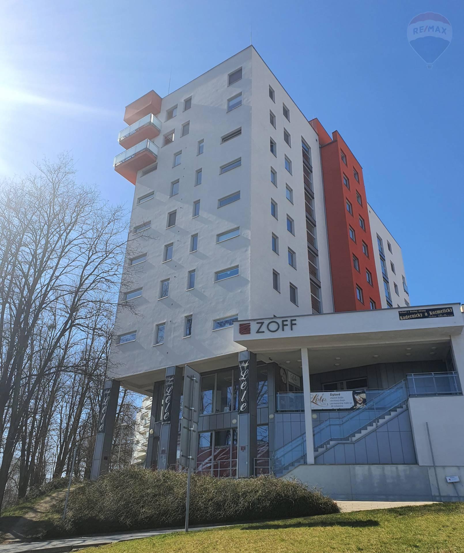 Na predaj 3 izbový byt v novostavbe , zariadenie , balkón , garážové státie