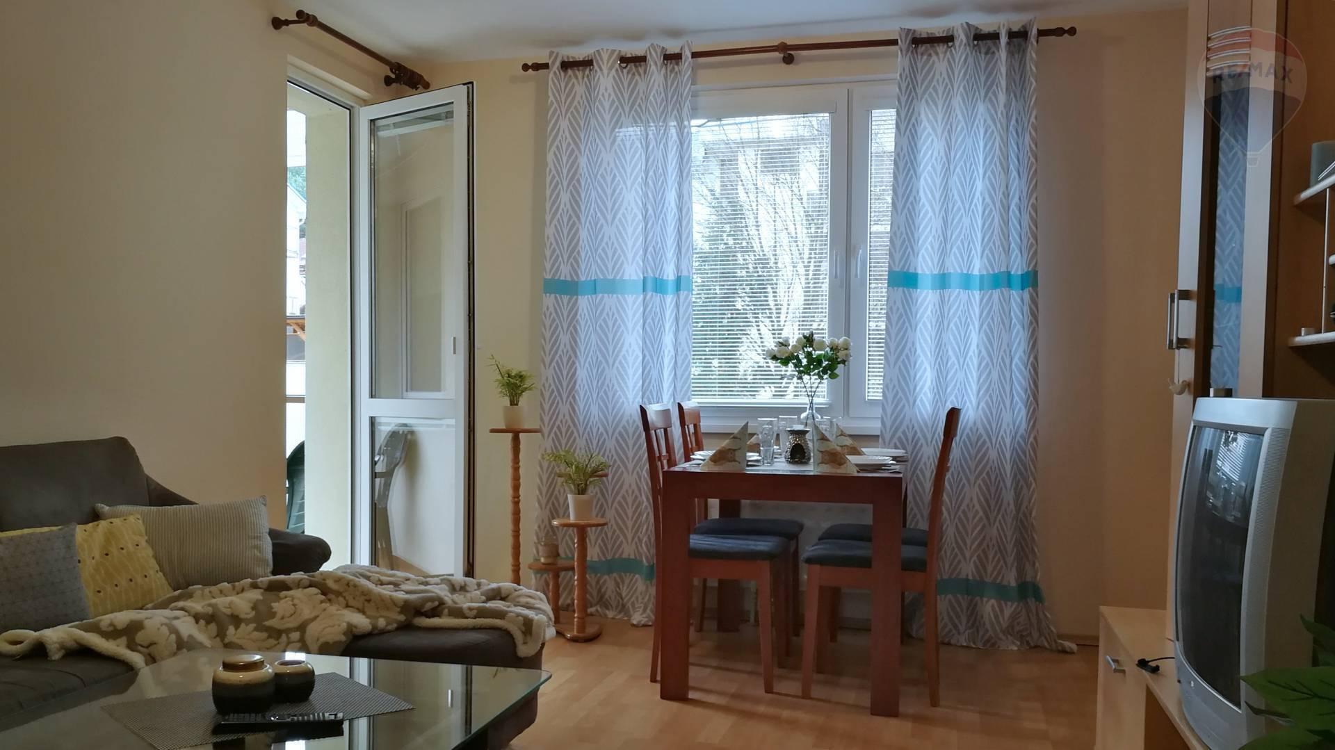 PRENÁJOM - 3 izbového bytu s lodžiou-Trieda Hradca Králové, Banská Bystrica