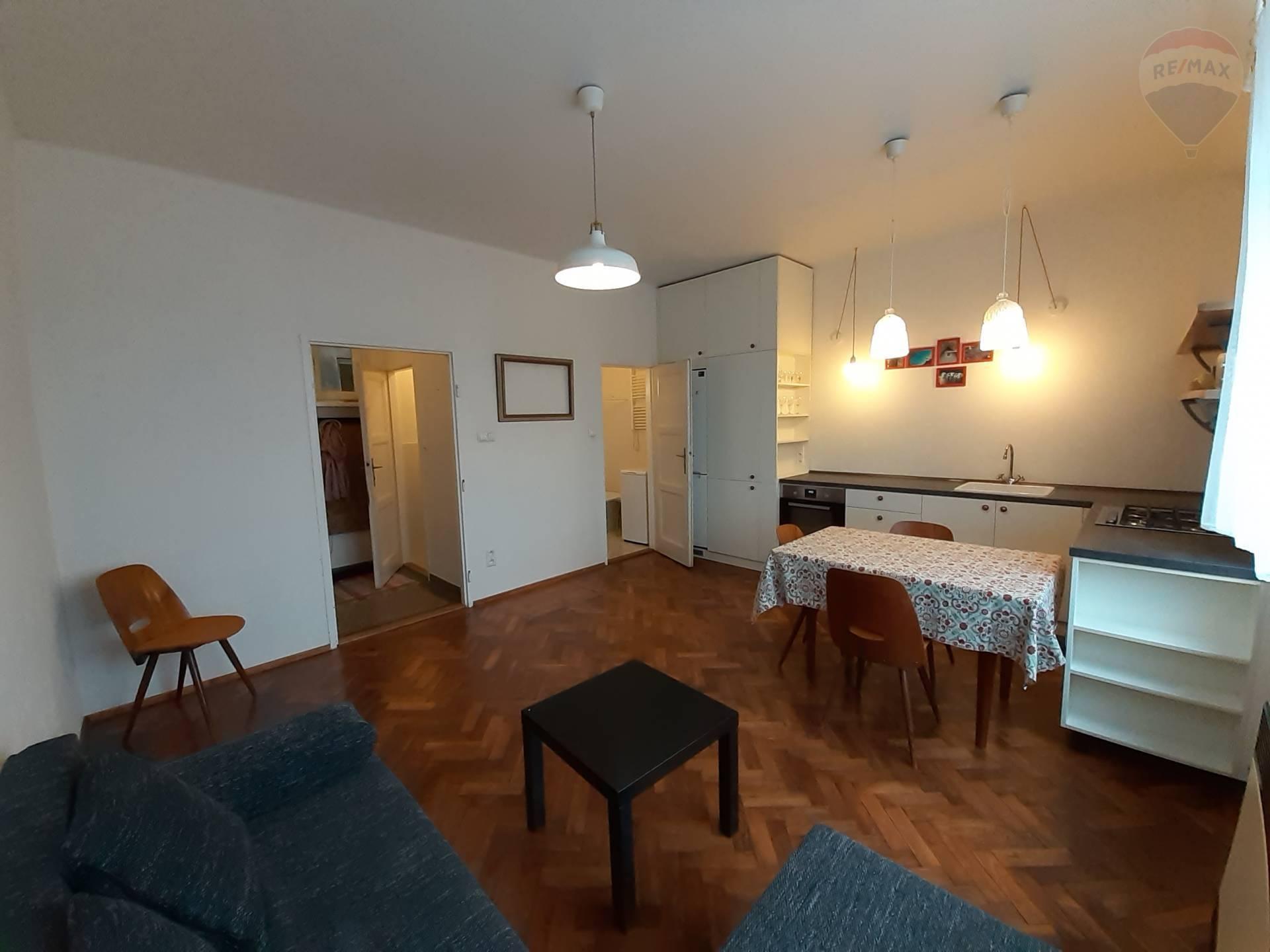 Na prenájom 2 izbový byt v centre