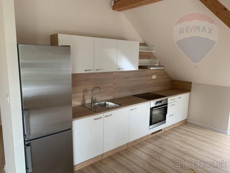 Prenájom-3 izbový apartmánový byt v Banskej Bystrici