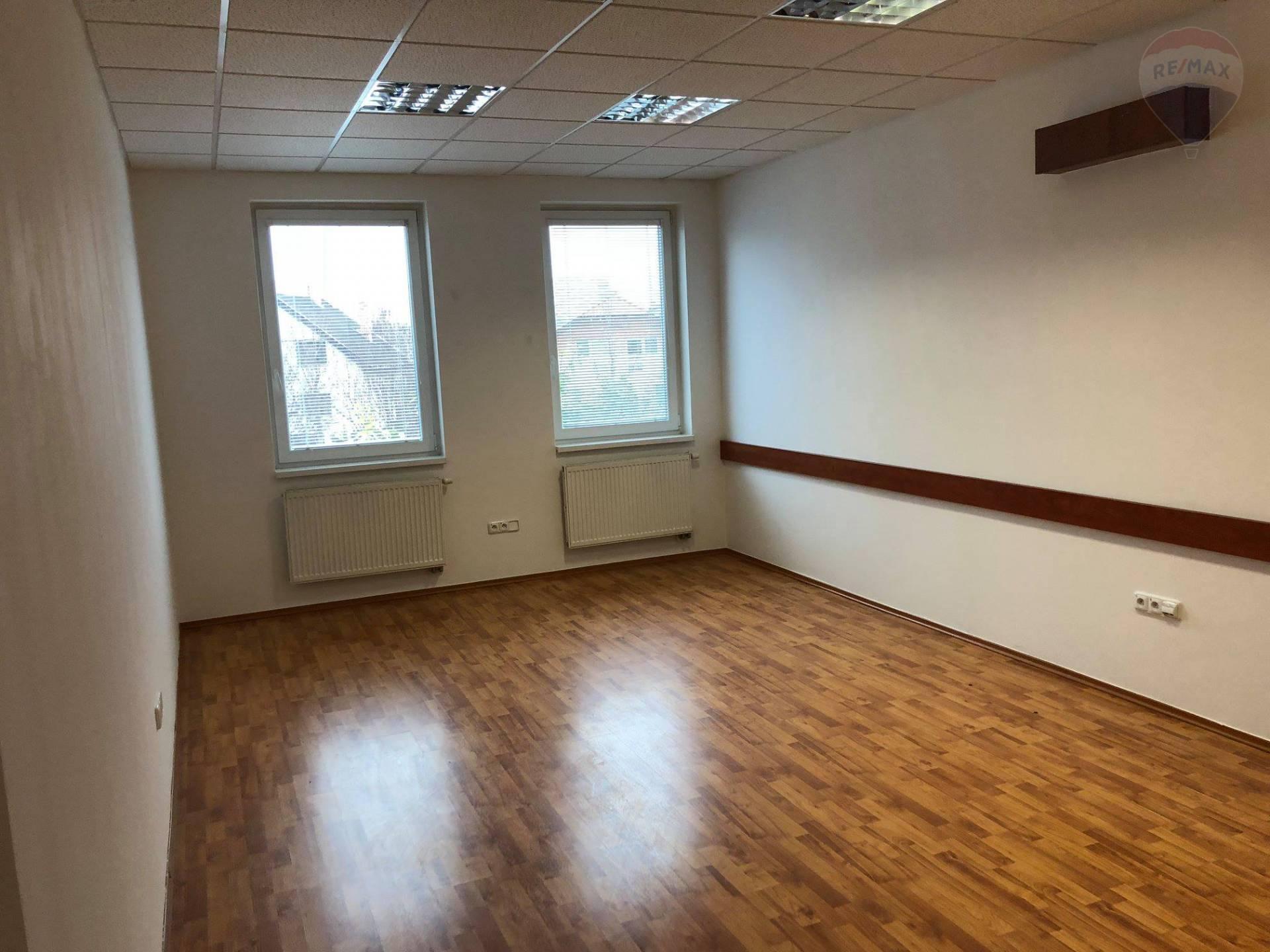 Na prenájom kancelársky priestor, vlastné parkovisko, Dunajská Streda
