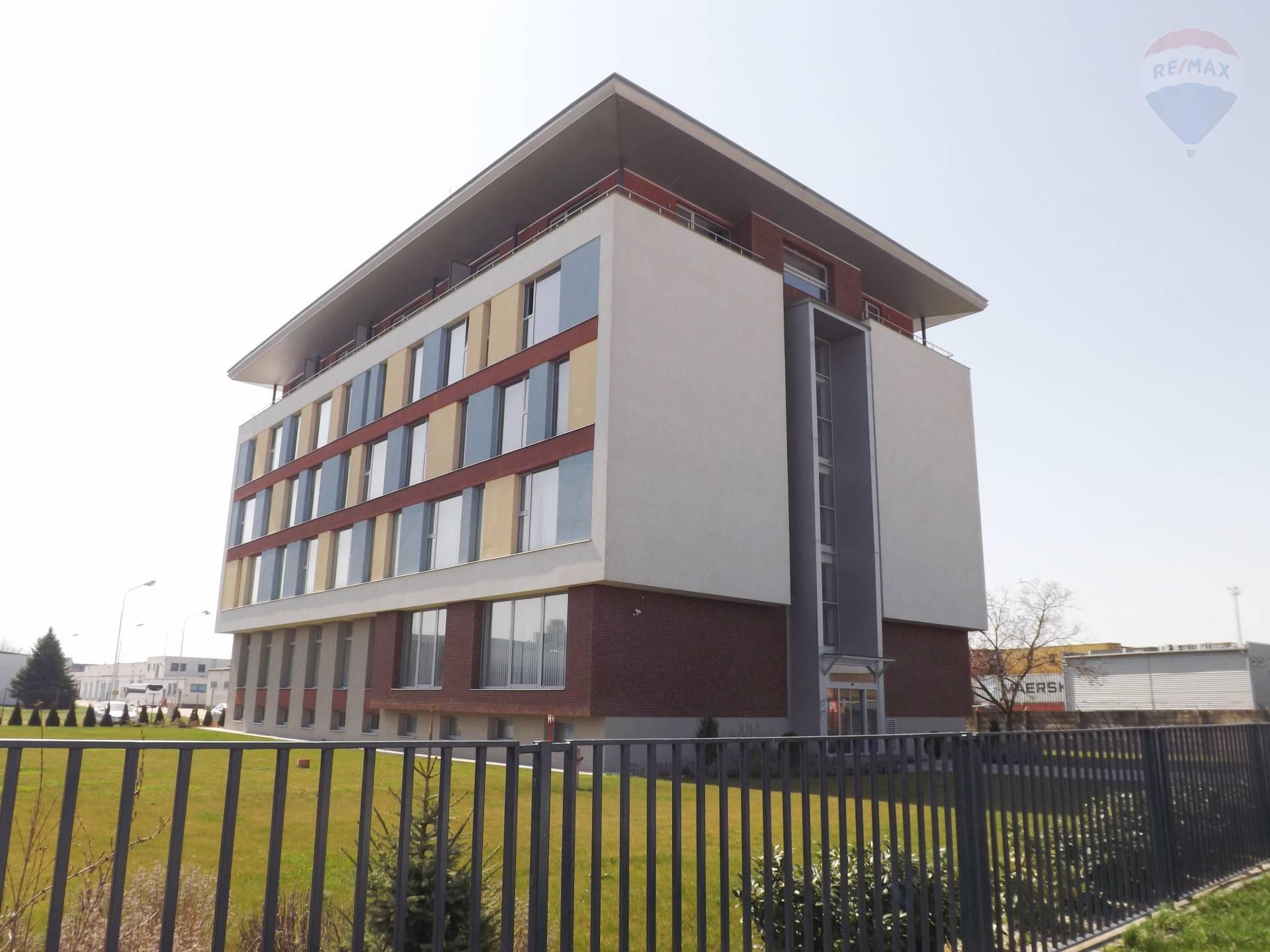 Na prenájom kancelárske priestory s vlastným parkoviskom, Dunajská Streda