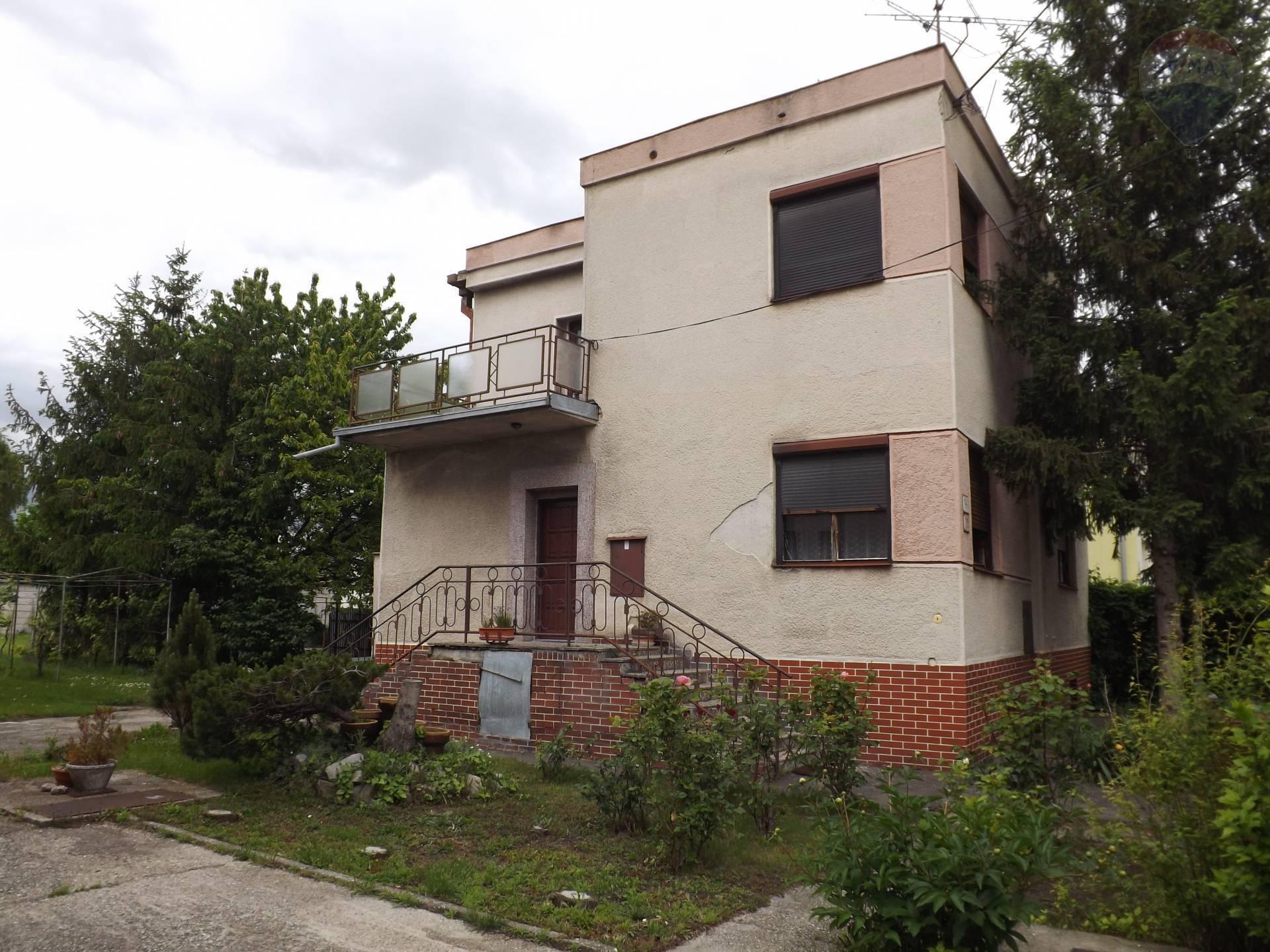 Na predaj rodinný dom, garáž, pozemok 1022 m2, Veľký Meder