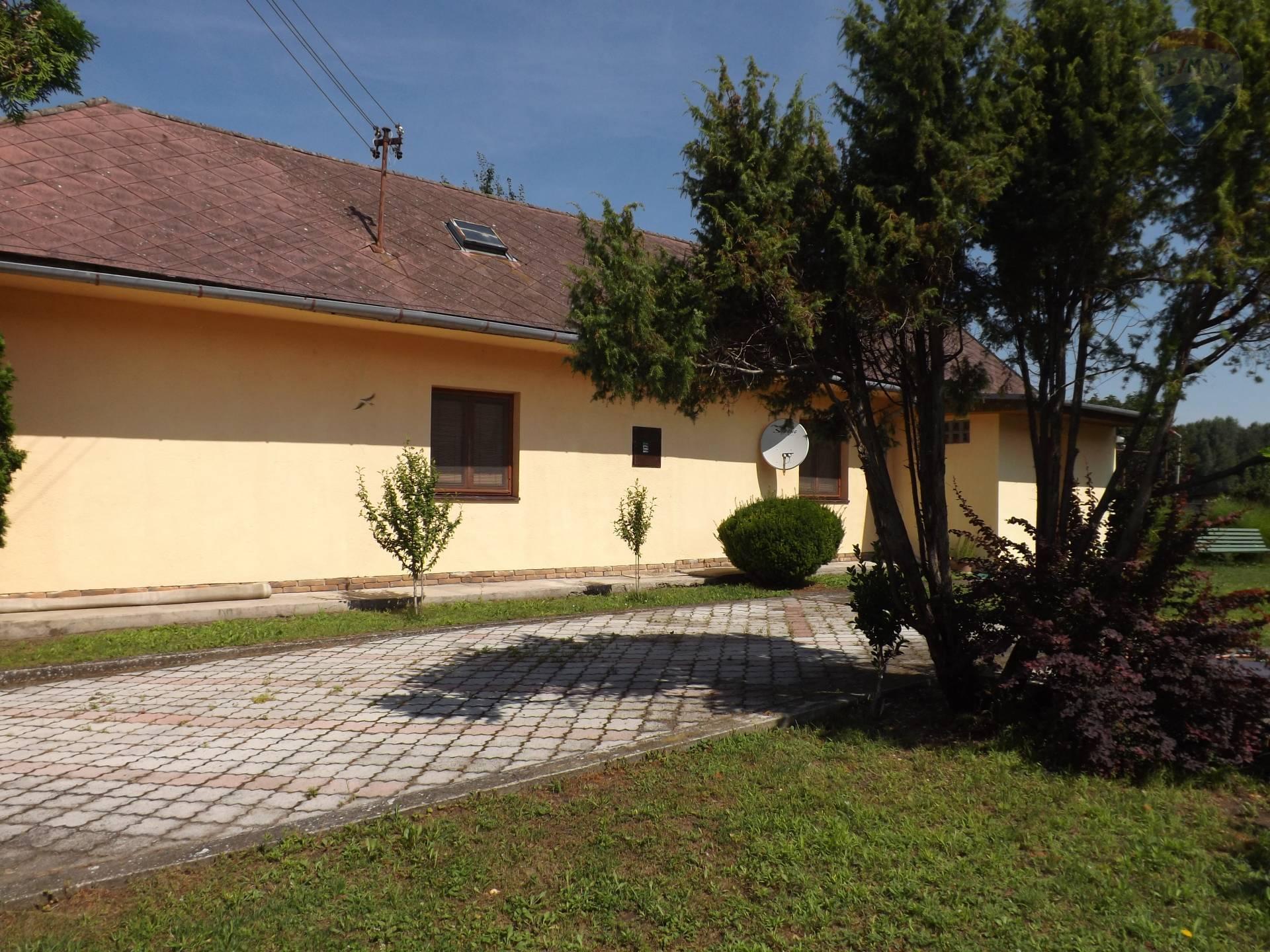 Na predaj rodinný dom, pozemok 3.368 m2, po rekonštrukcii, Vieska, okres Dunajská Streda