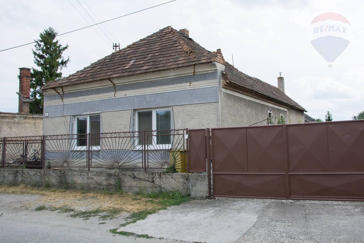 Na predaj rodinný dom, pozemok 855 m2, Padáň, okr. Dunajská Streda