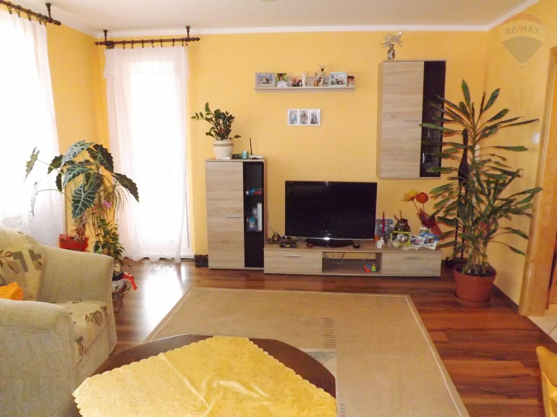 Na predaj 3 izbový byt, 65 m2, loggia, sídl. M.Corvína, Veľký Meder