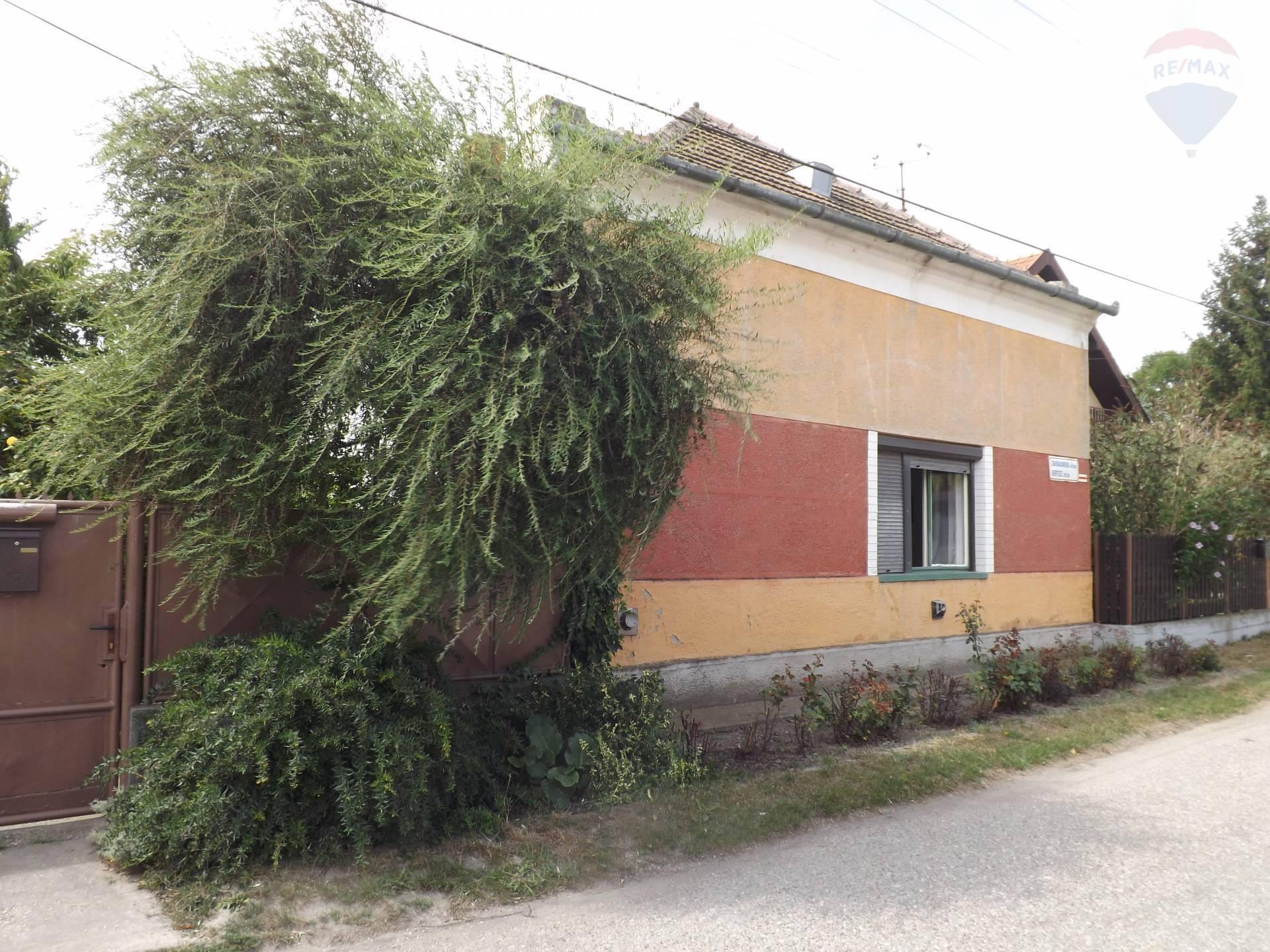 Na predaj rodinný dom, pozemok 1295 m2, Okoč