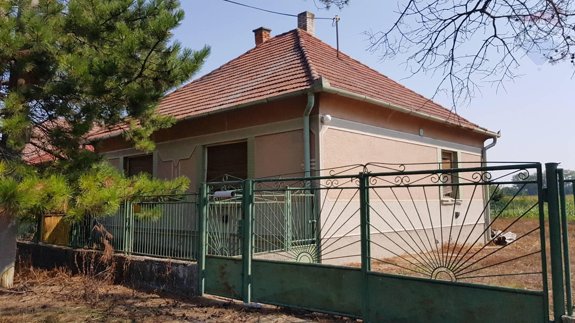 Na predaj rodinný dom, pozemok 1.471 m2, Baloň