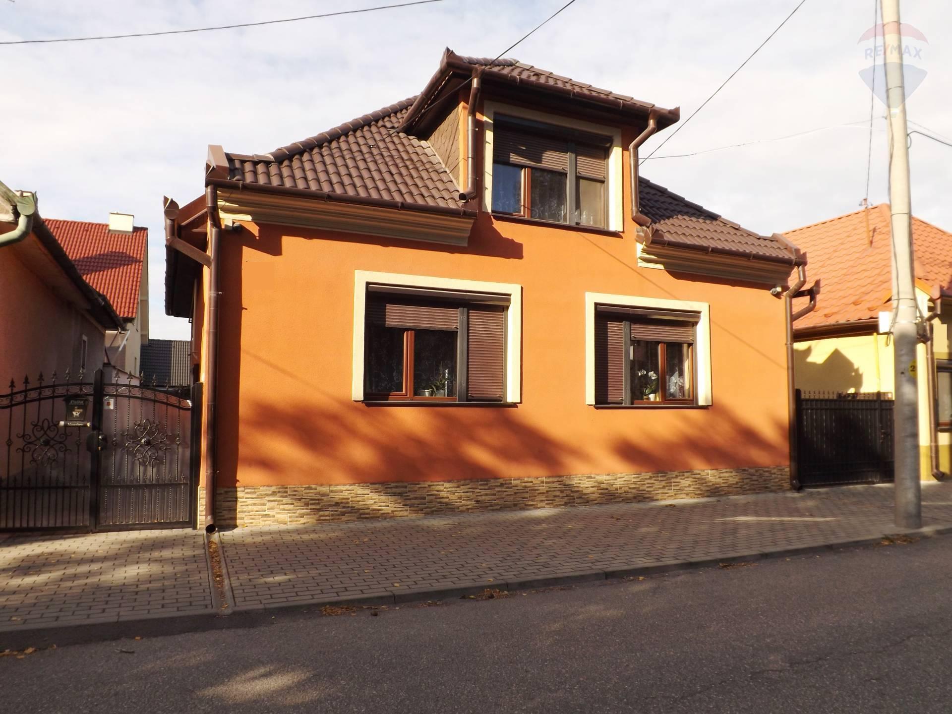 Na predaj rodinný dom, pozemok 393  m2, vedľajšia stavba, garáž, Veľký Meder