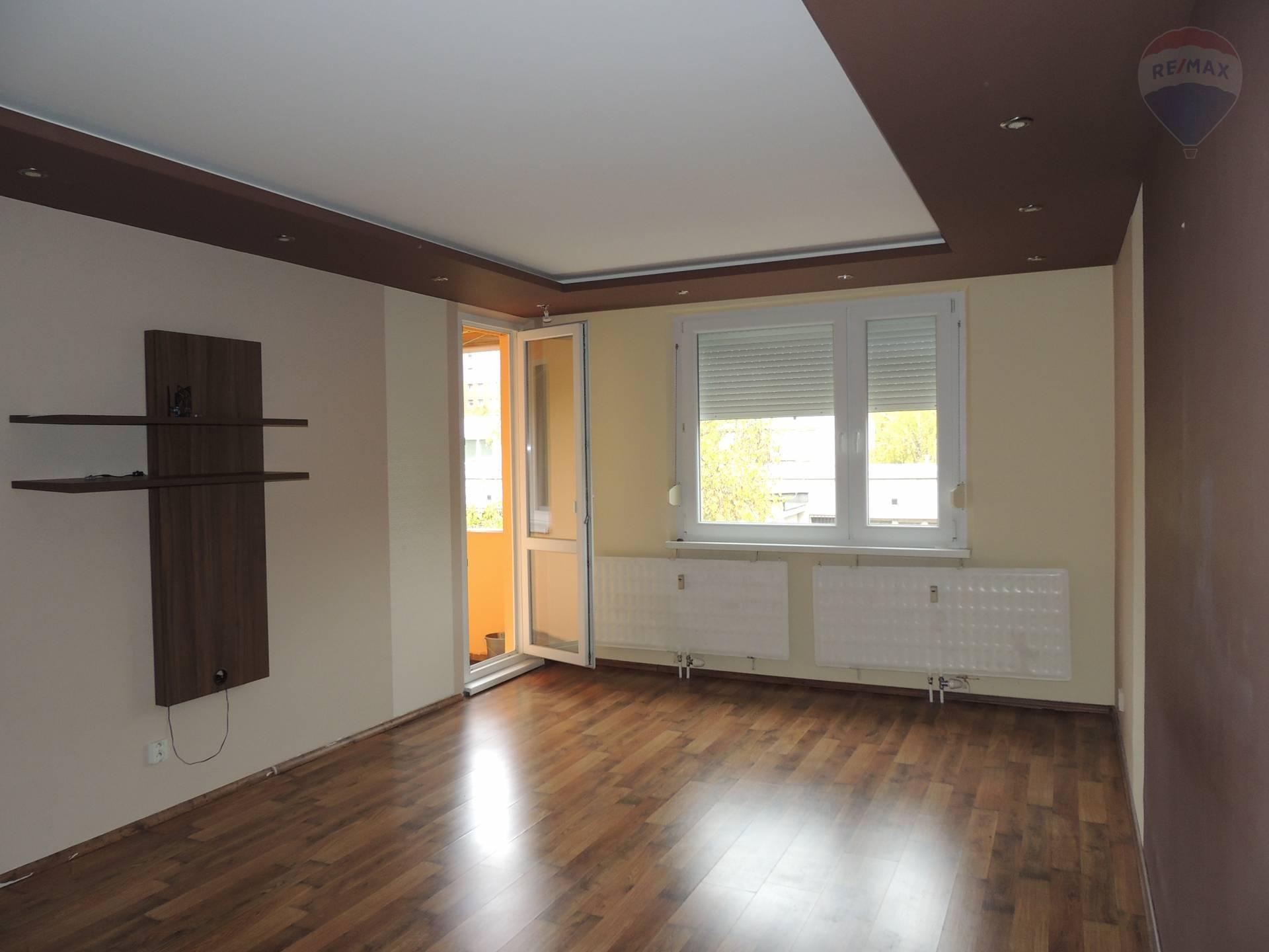 Na predaj: 86m2, 4 izbový byt,  Dunajská Streda