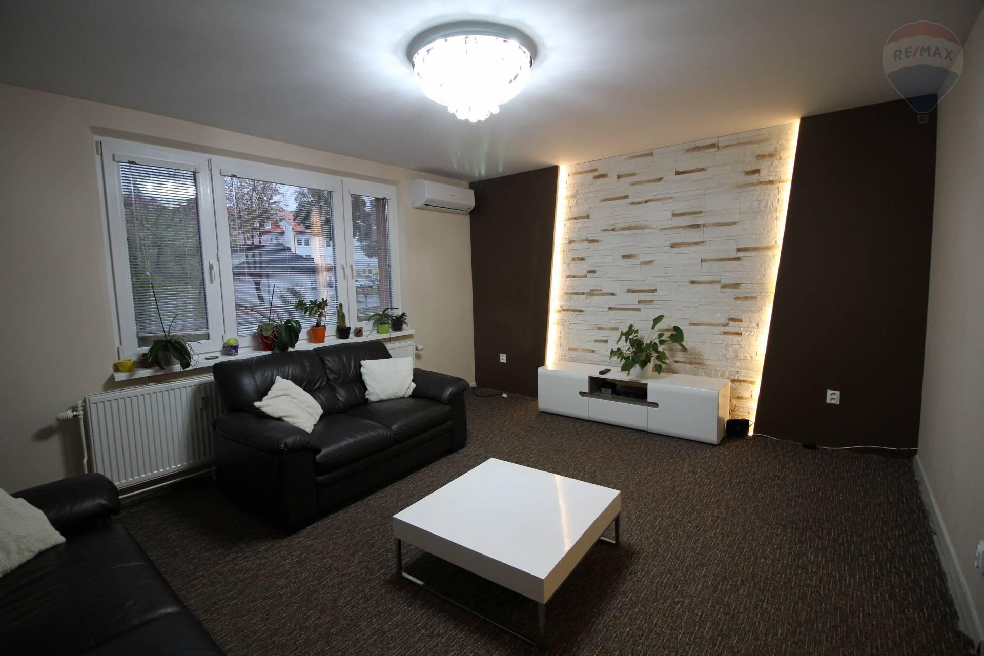 Prenájom: 3-izbový byt, kompletne zariadený, Radničné námestie, Dunajská Streda