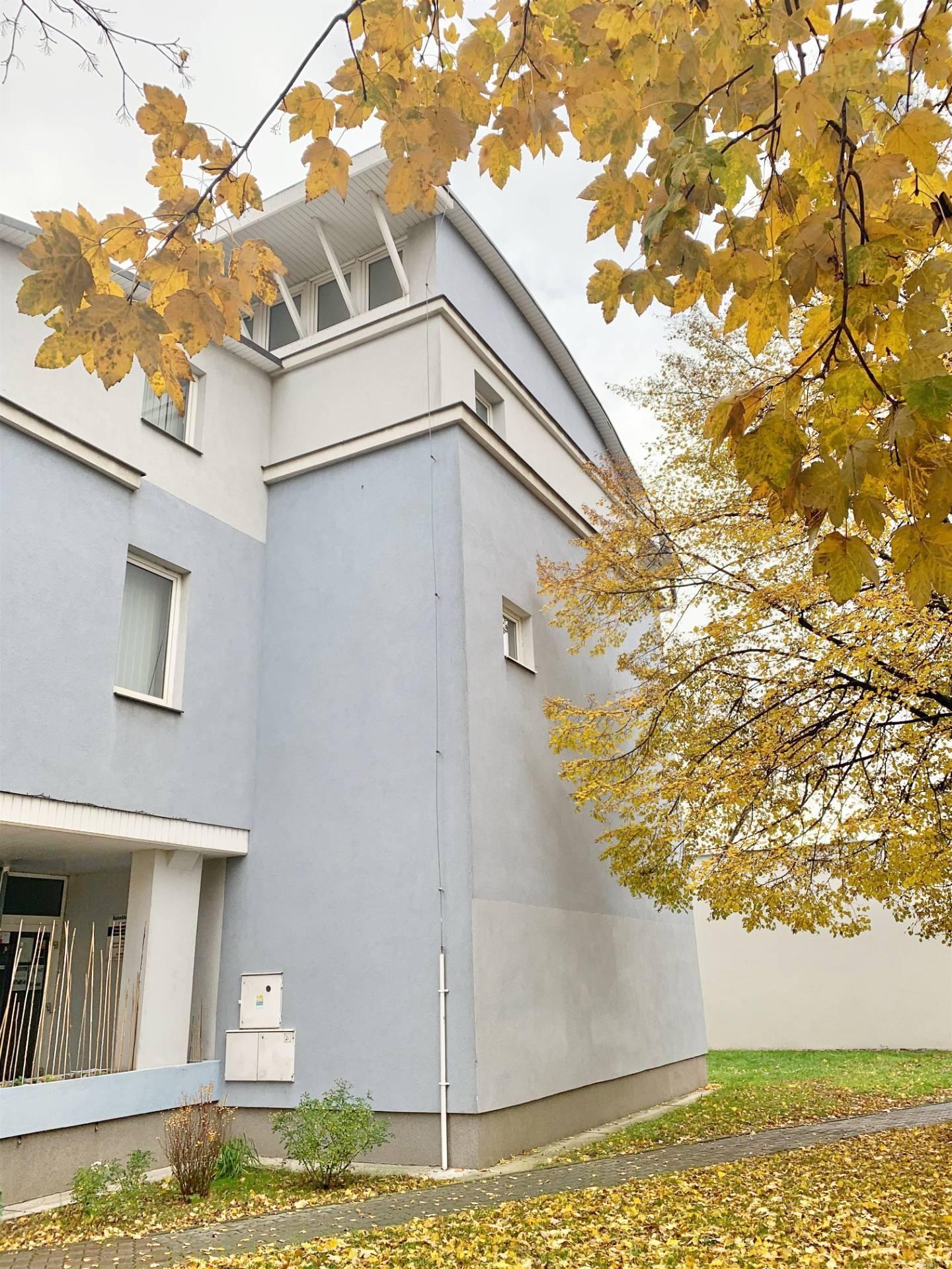 3. podlažie v administratívnej budove, Dunajská Streda, Trhovisko,