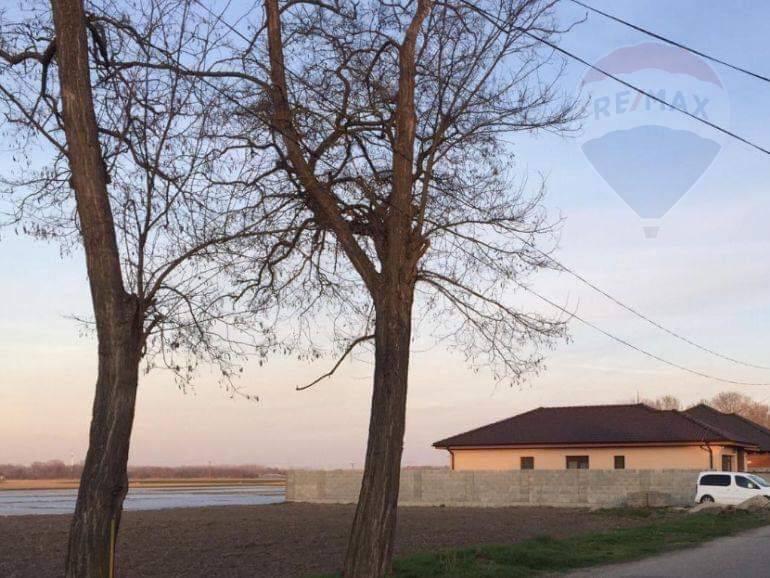 Predaj: stavebný pozemok v obci Ňárad, bezpečné okolie!