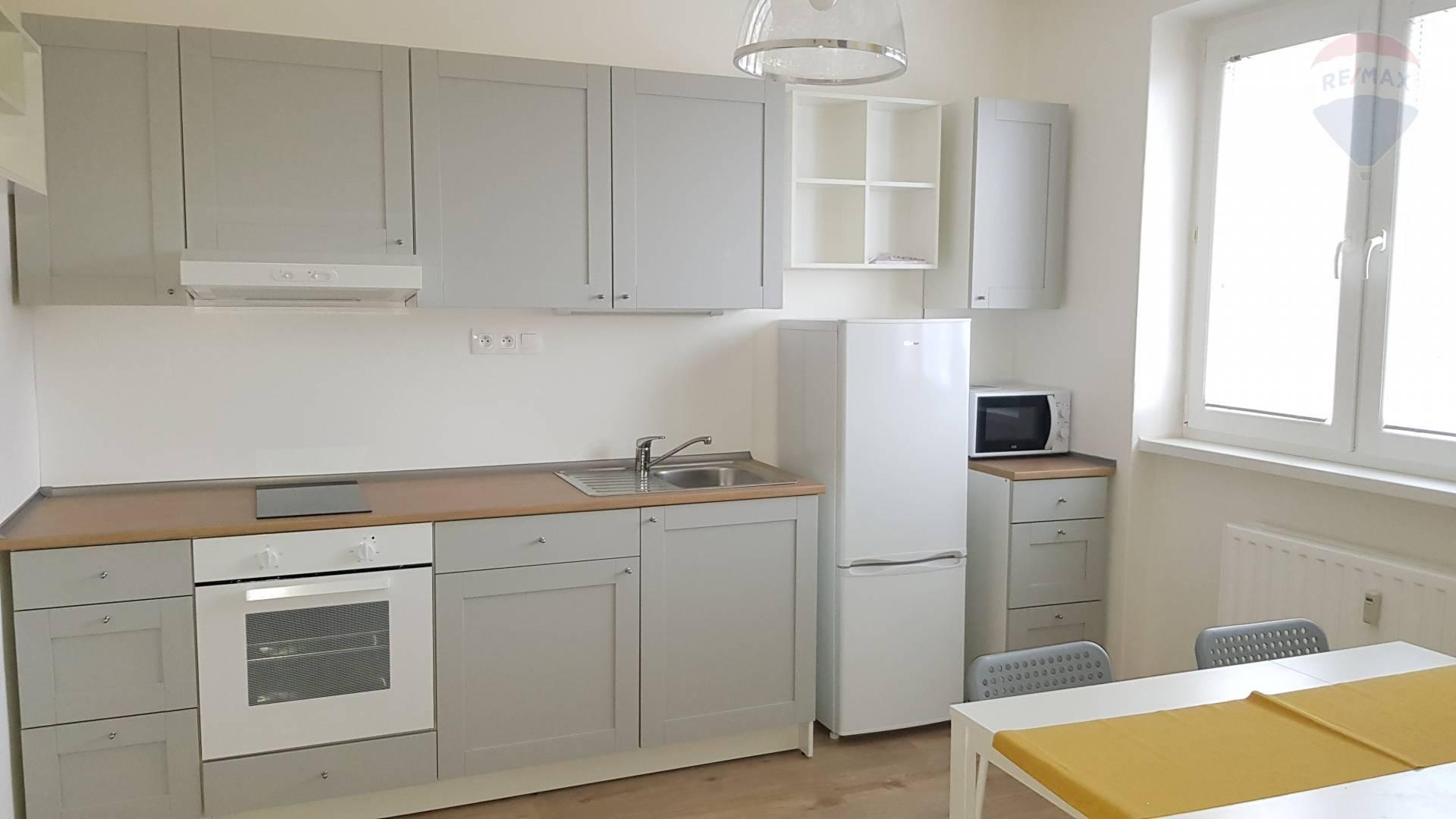 Na prenájom 1 izbový byt so zariadením  37 m2, kompl.rekonštrukcia, Dunajská Streda - západ