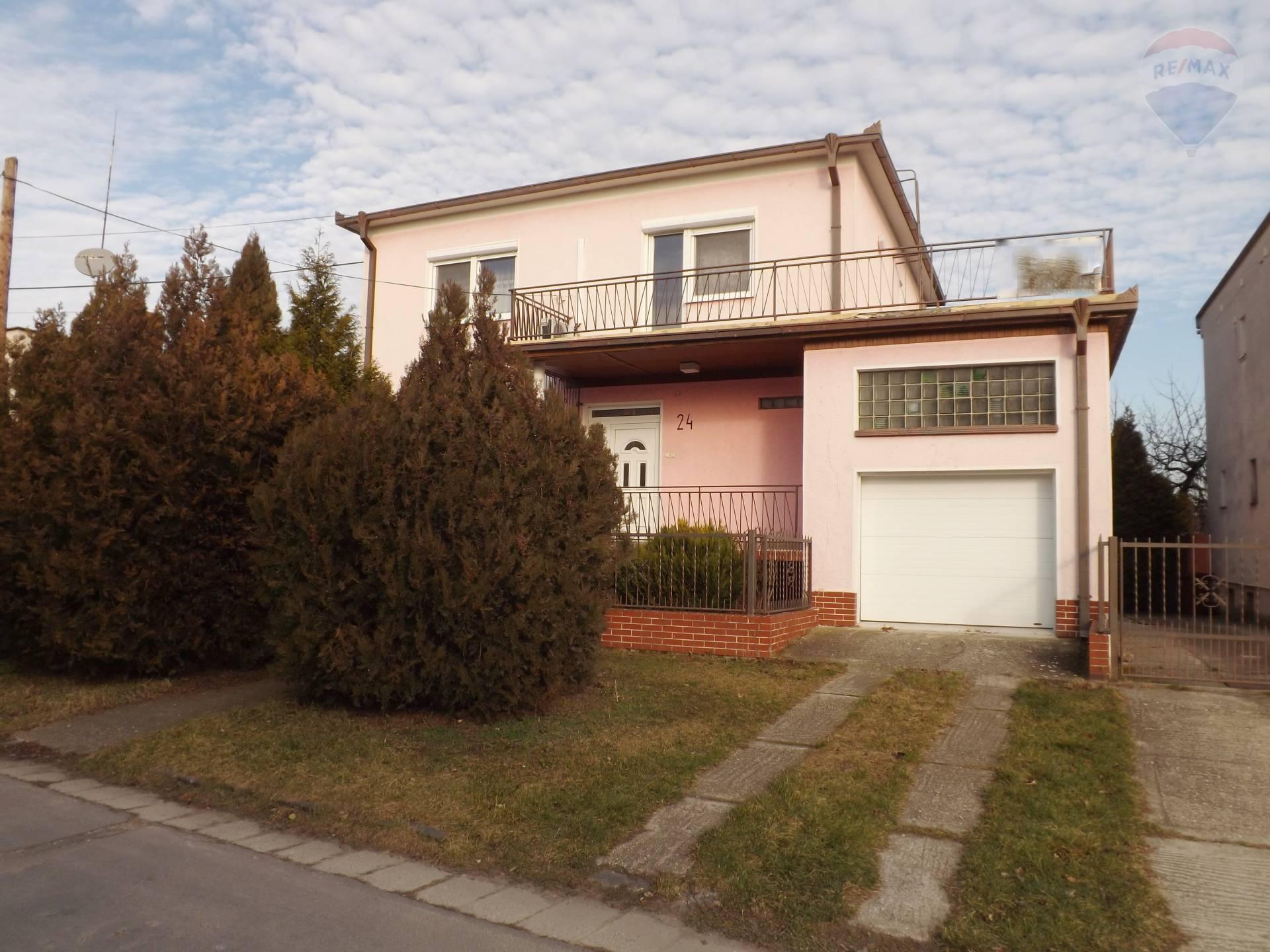 Na prenájom rodinný dom s garážou, pozemkom 484 m2, Veľký Meder