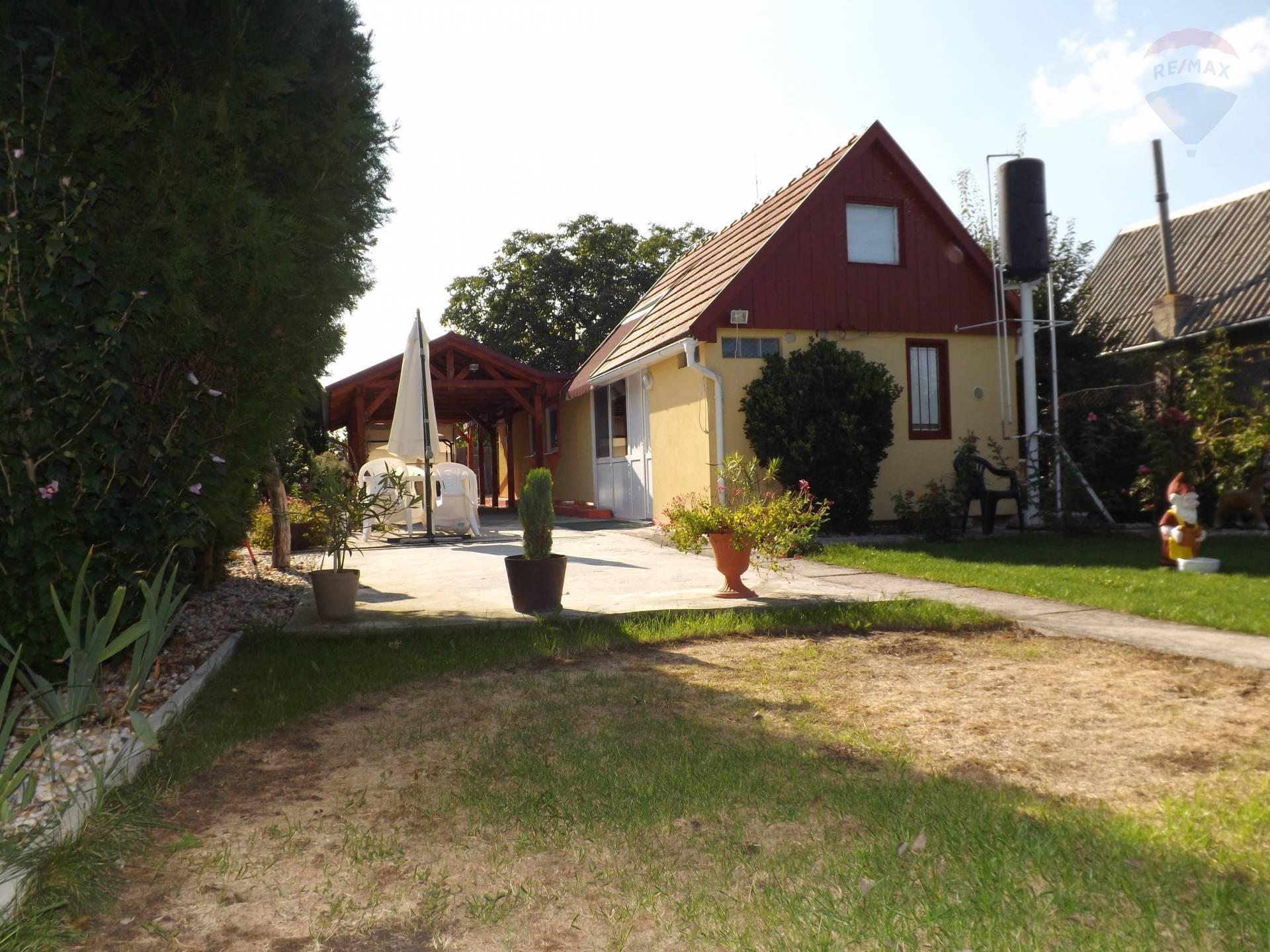 Na predaj chata, terasa, pozemok, záhrada 341 m2, Veľký Meder